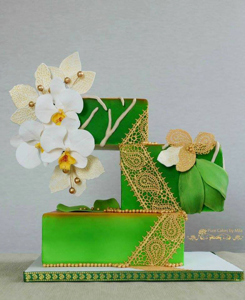 Green and gold trimmed wedding with sugar flowers