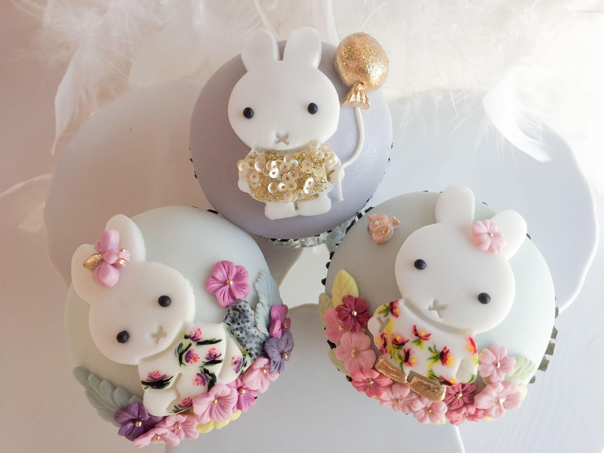 White bunny cupcakes