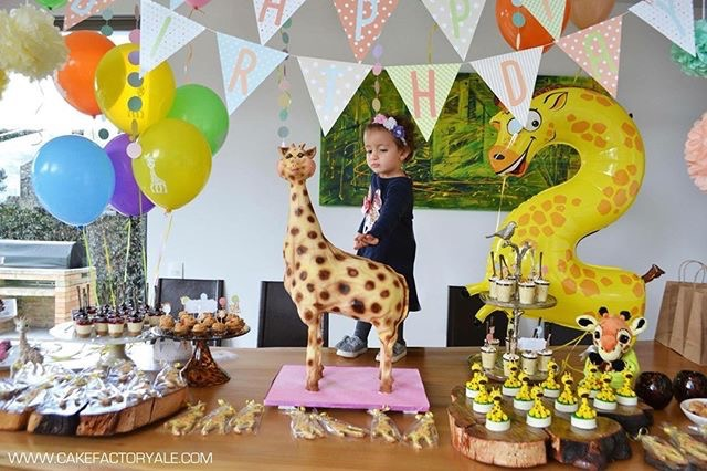 Sculpted Giraffe Birthday Cake