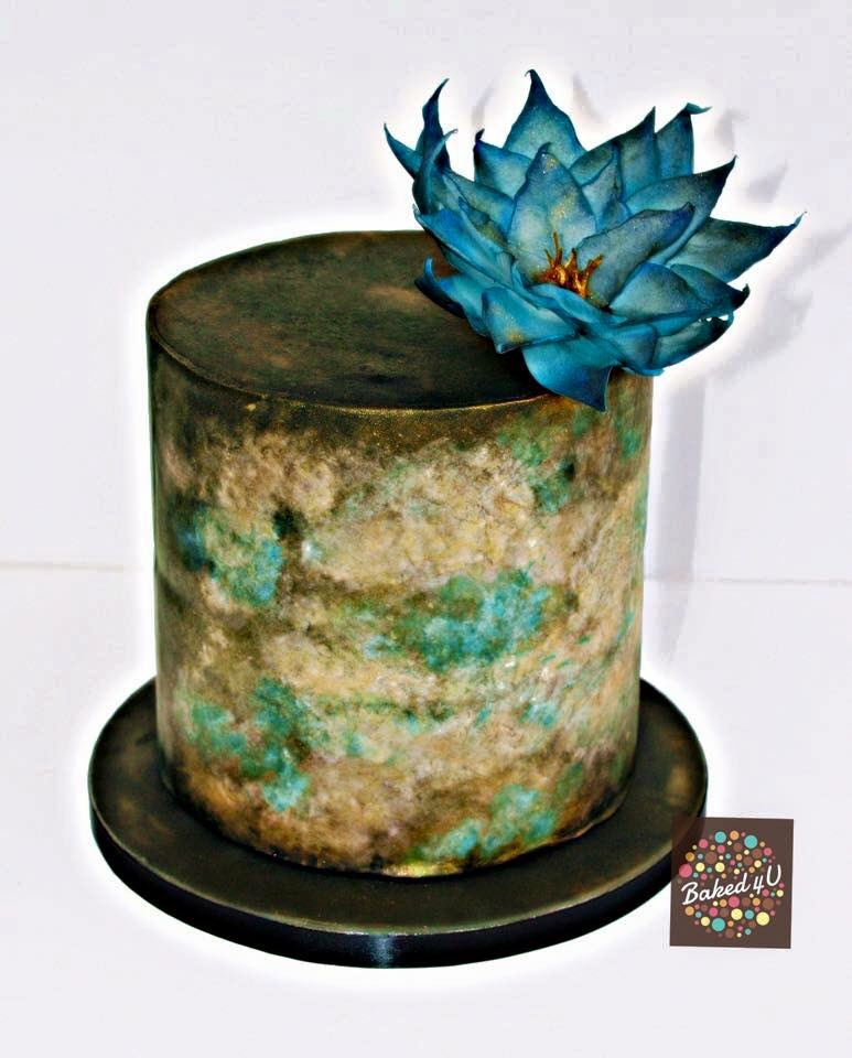 Marble gold water Lilly barrel cake
