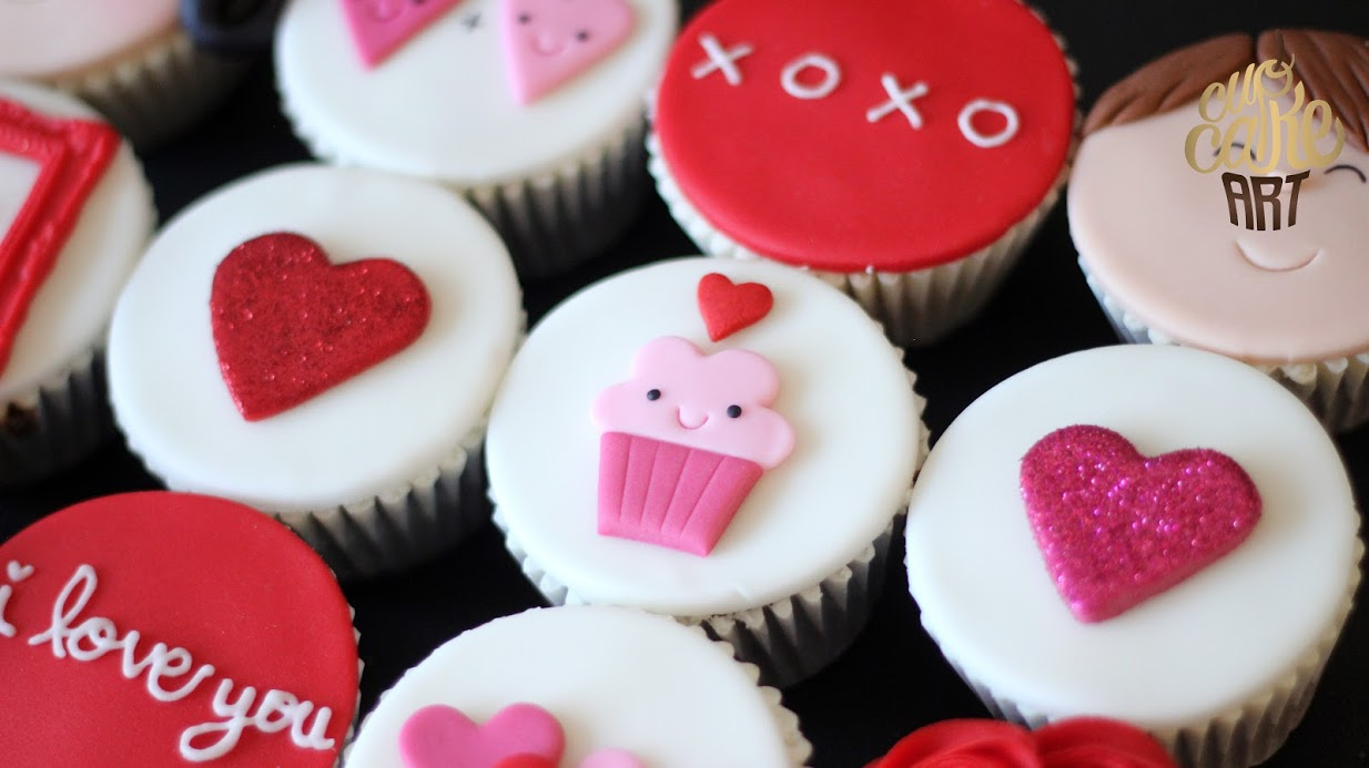 Cute Valentine's Day fondant cupcakes