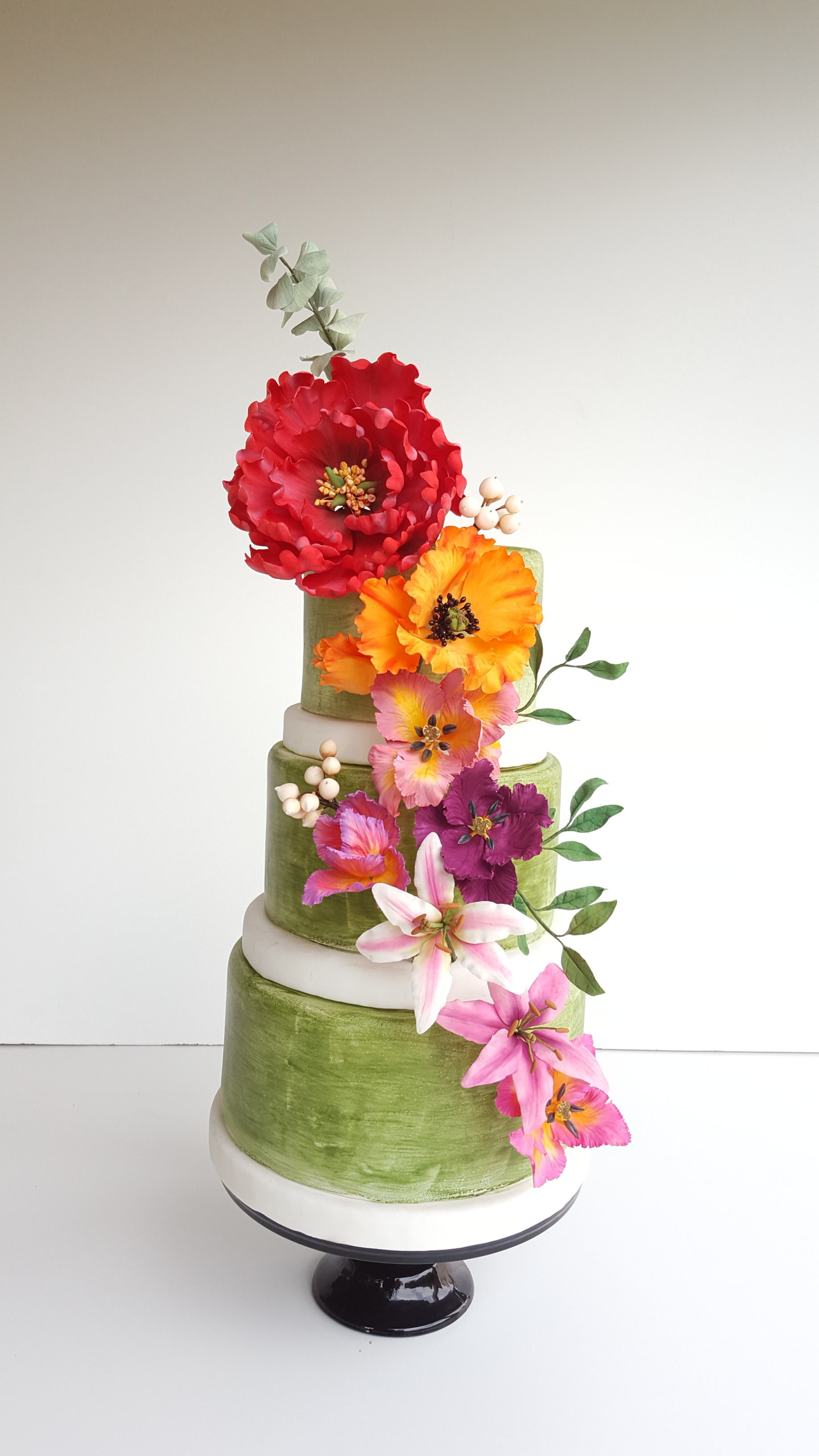 bright Green Spring Wedding with Sugar Flower Bouquet