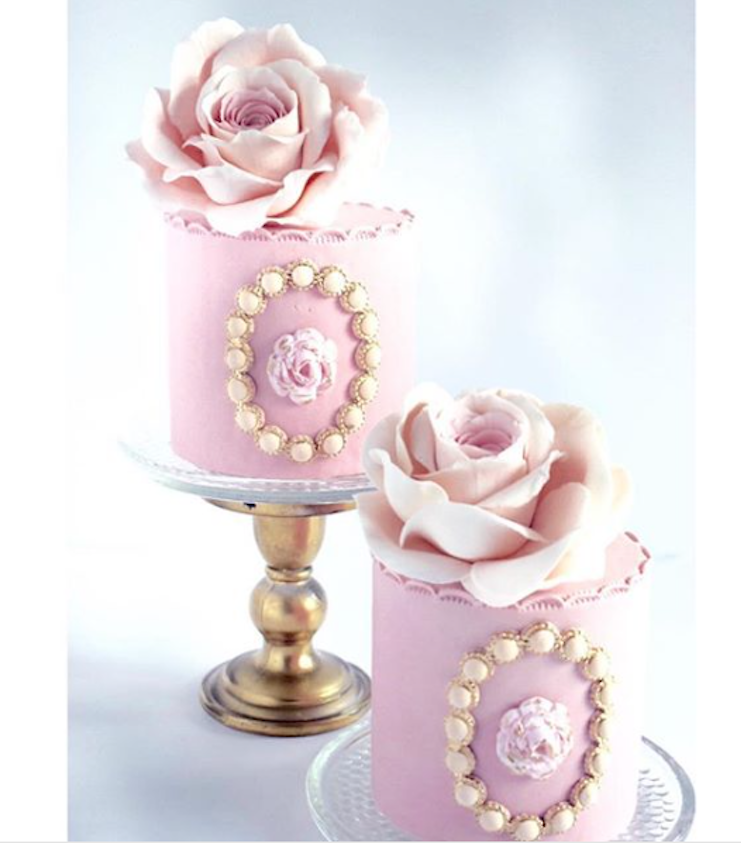 Baby pink fondant mini cakes
