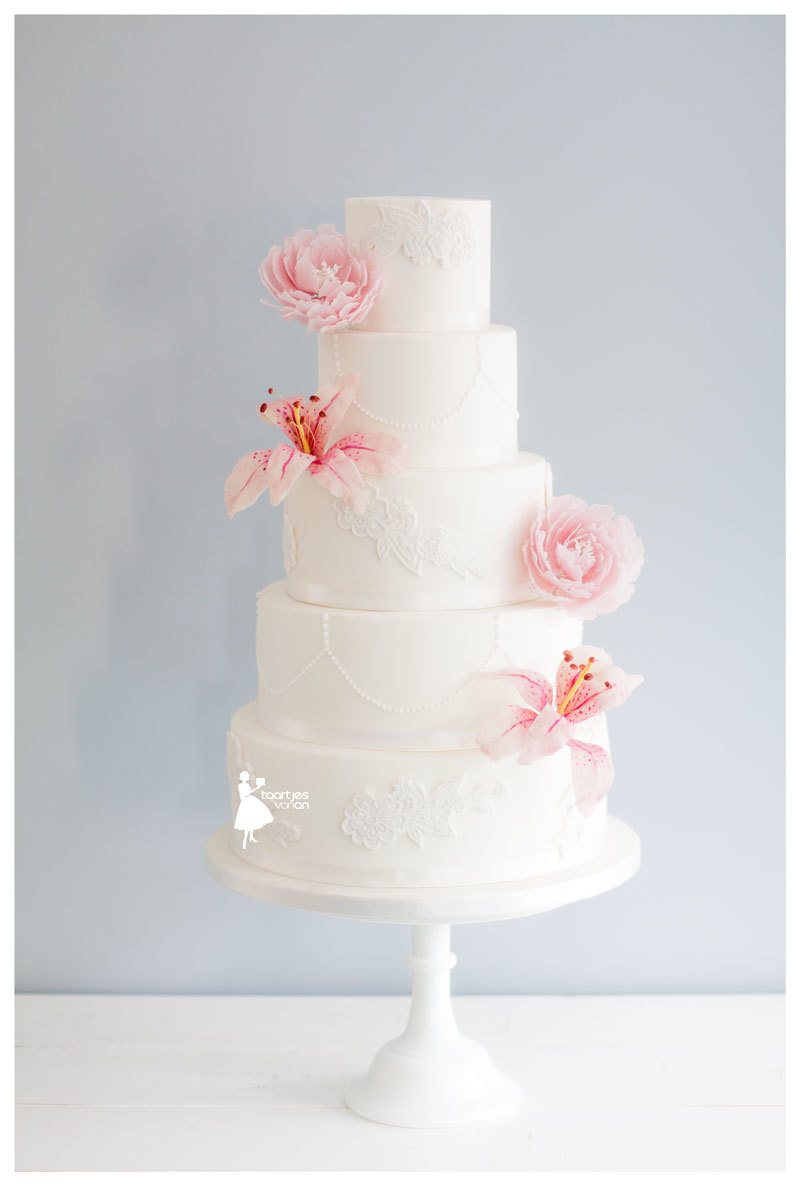 White wedding with sugar flower