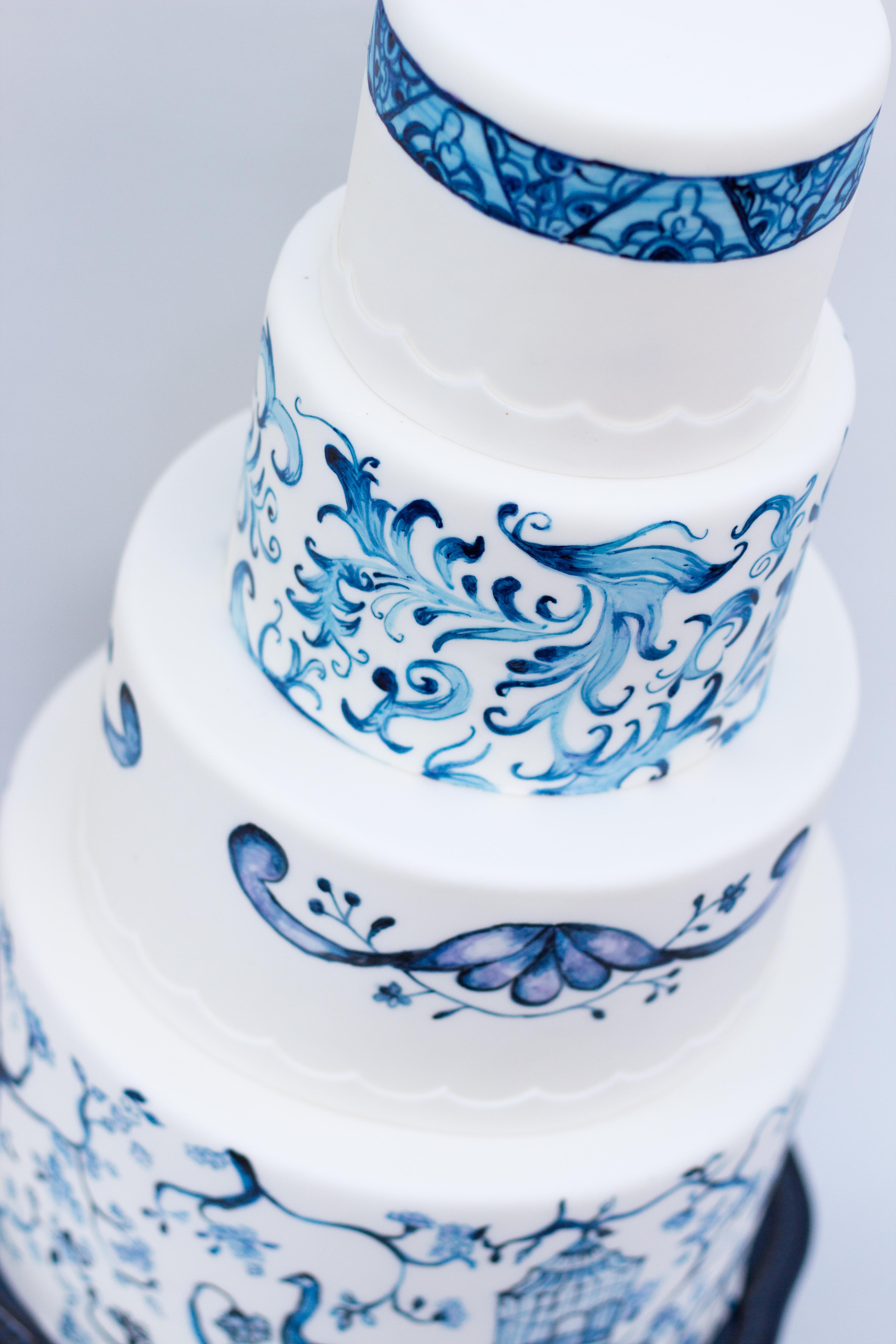 Hand pained china pattern fondant wedding cake