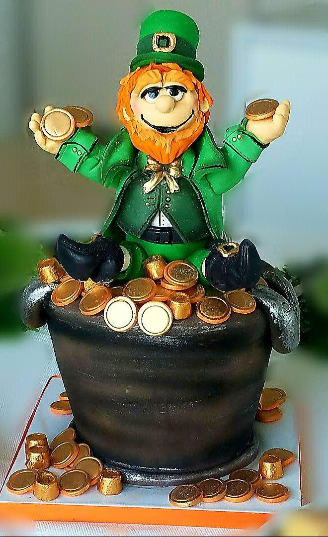 Fondant leprechaun and pot of gold cake
