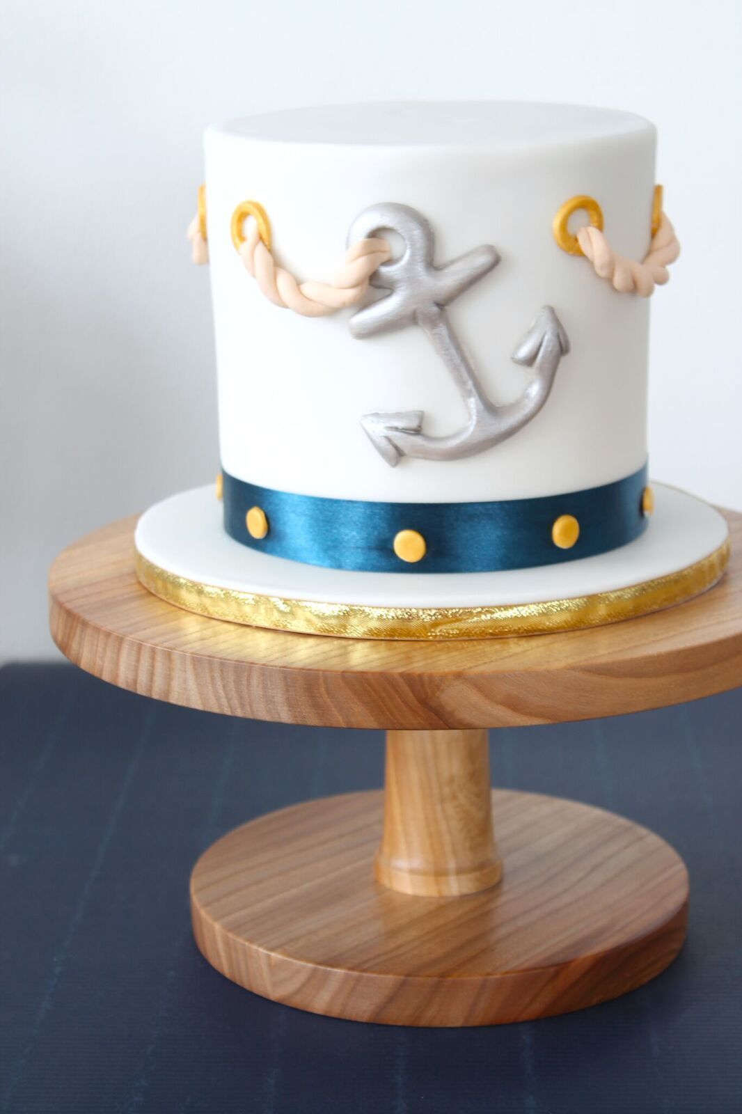 White fondant nautical cake with anchor