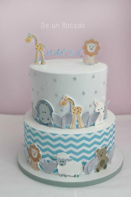Baby zoo animal fondant cake