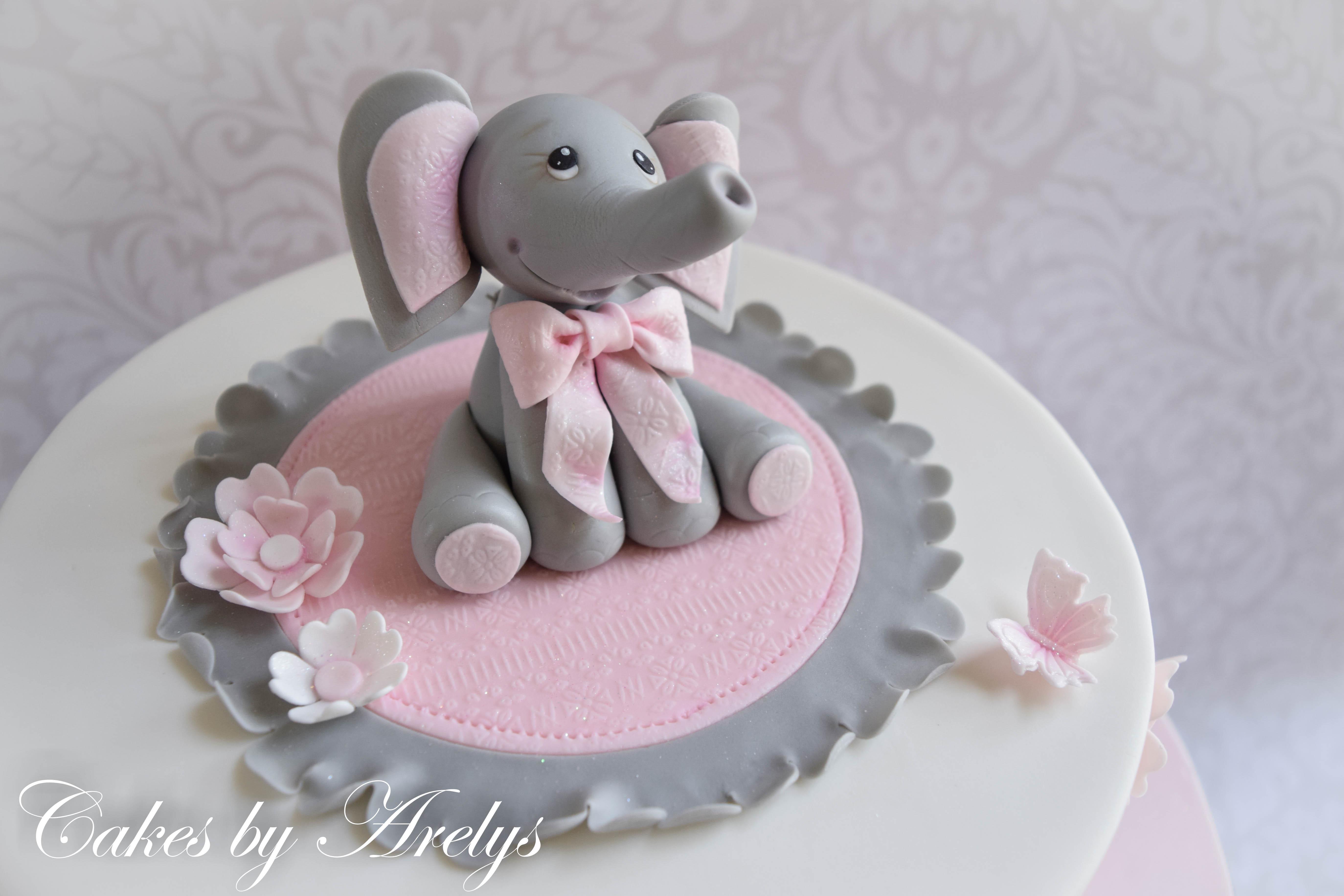 Baby elephant modeling chocolate cake topper