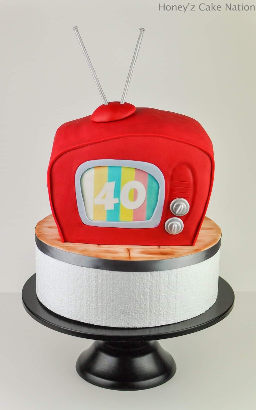 Retro tv fondant cake