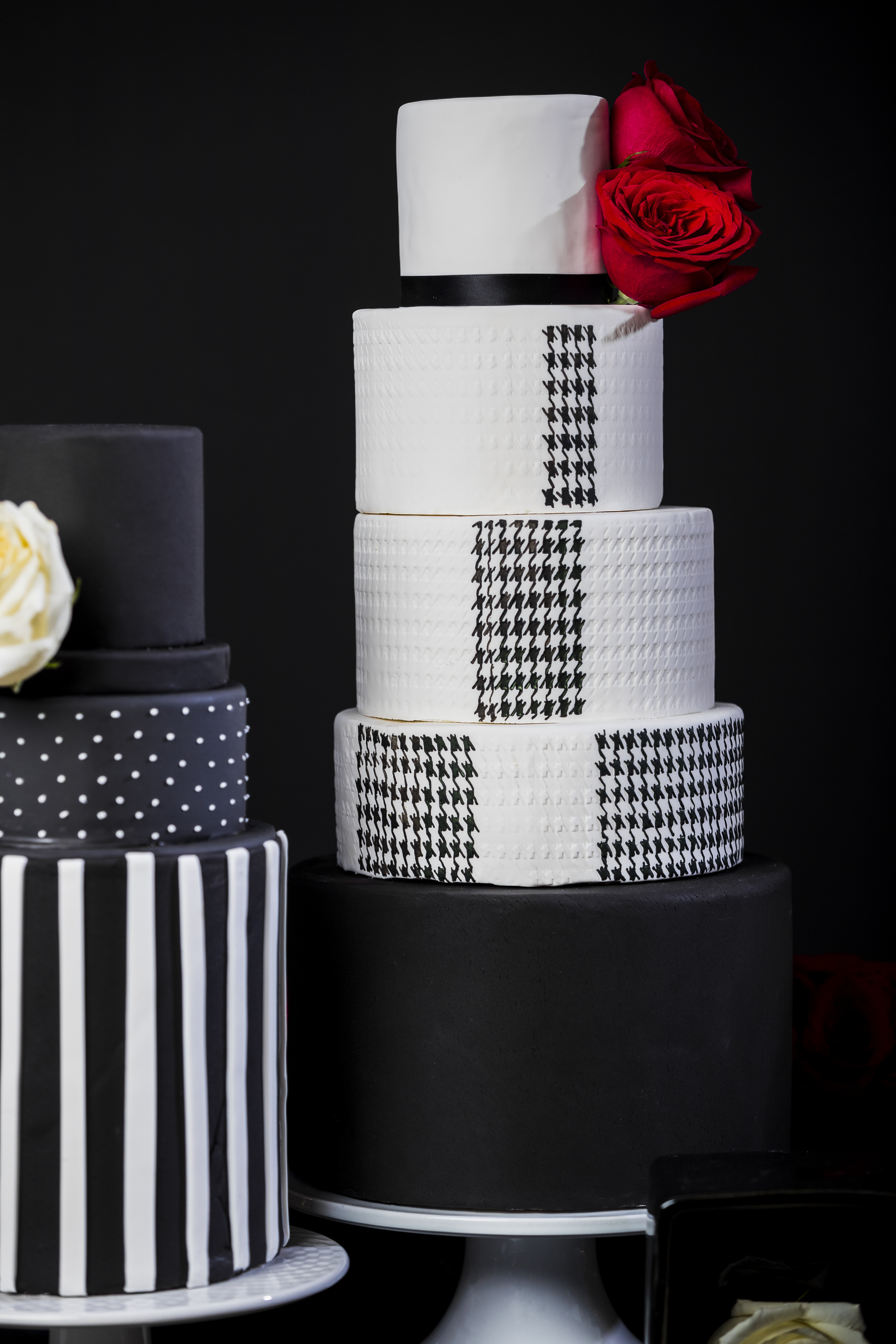 Black and white modern fondant wedding cake