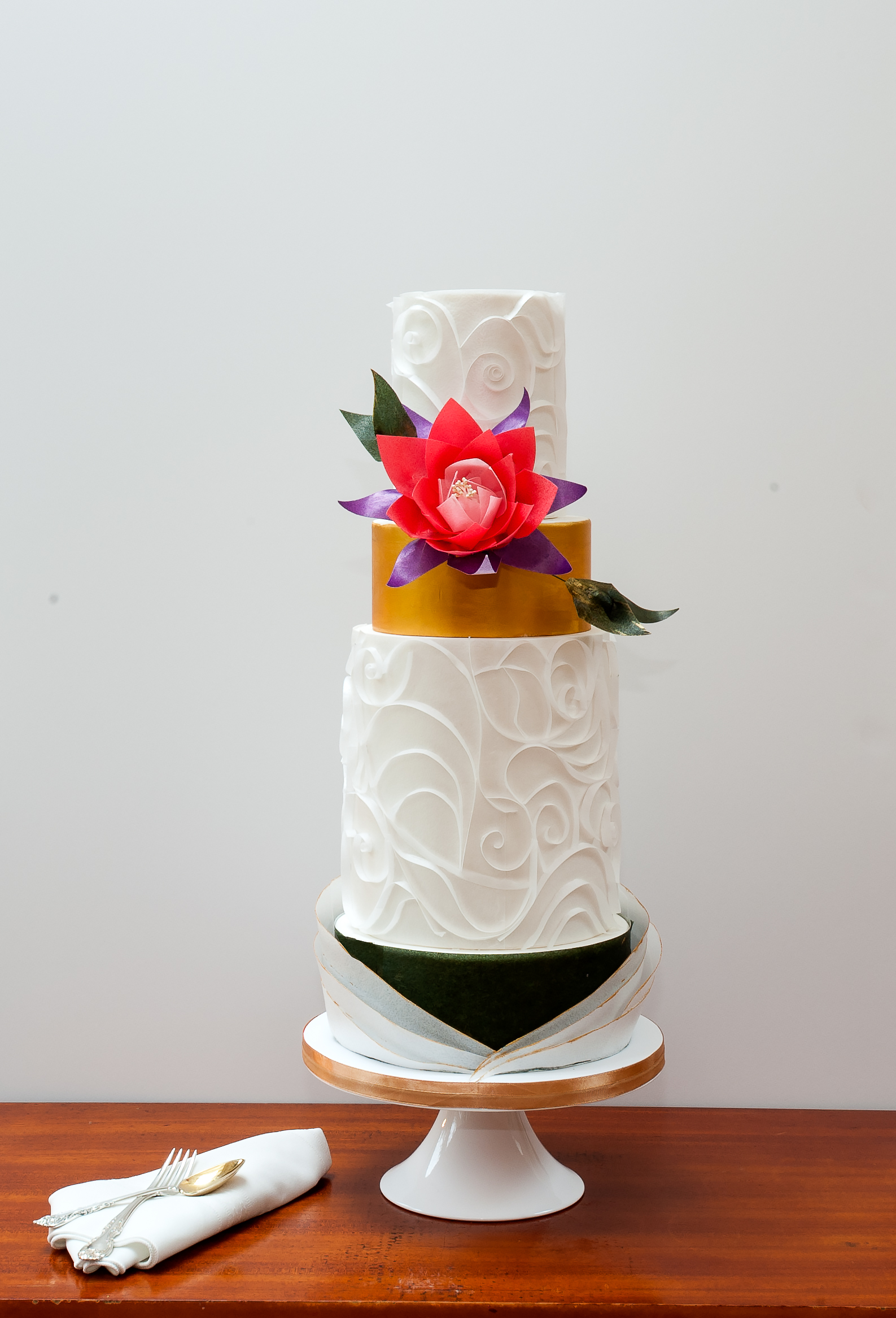 White and copper wedding with sugar flowers