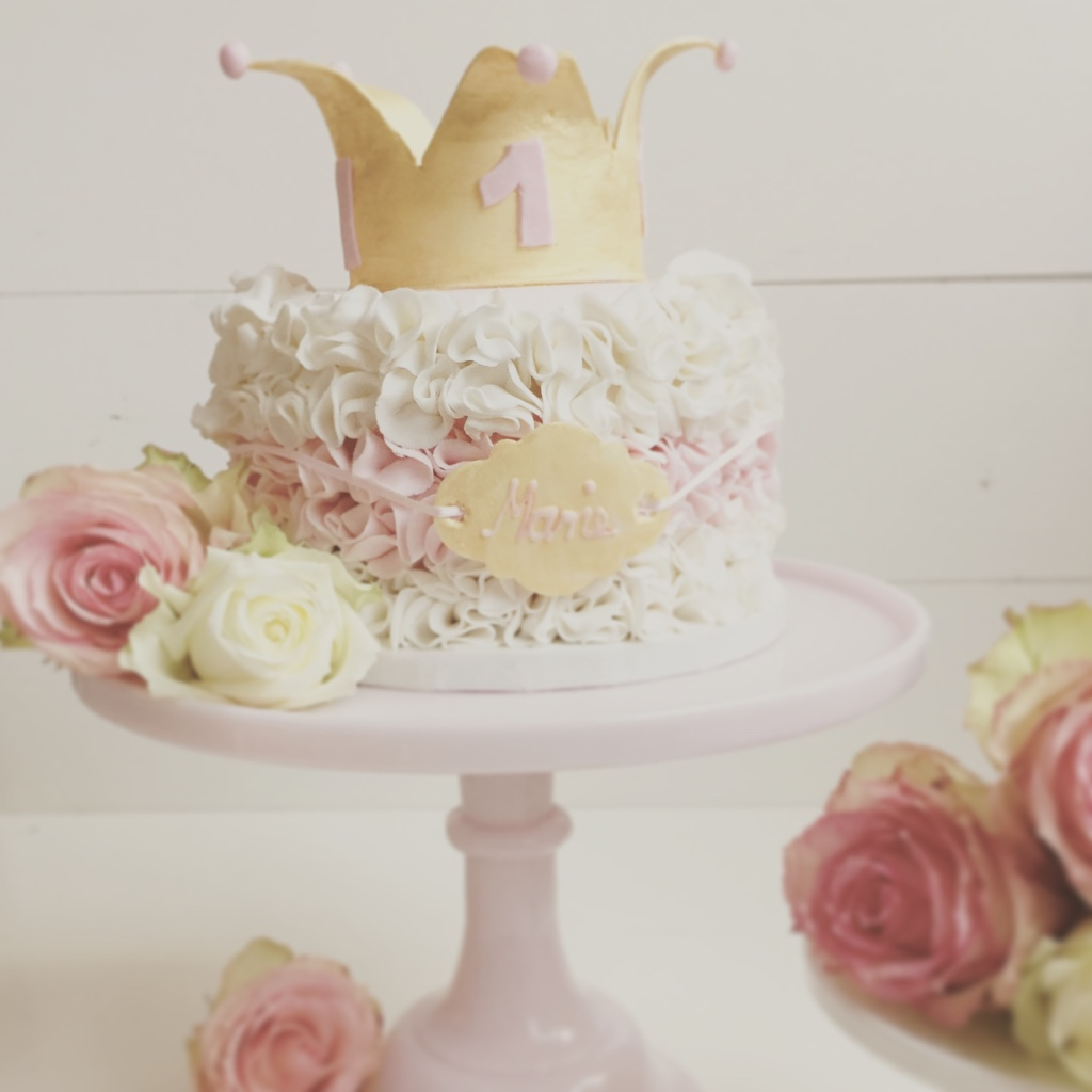 White and pink ruffle princess crown cake