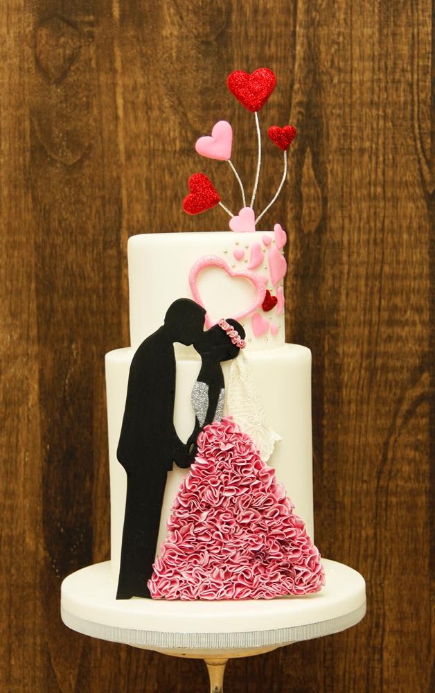 Kissing silhouette wedding cake