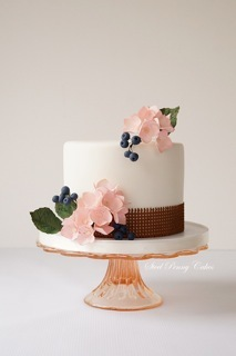 Mini white wedding with sugar flowers