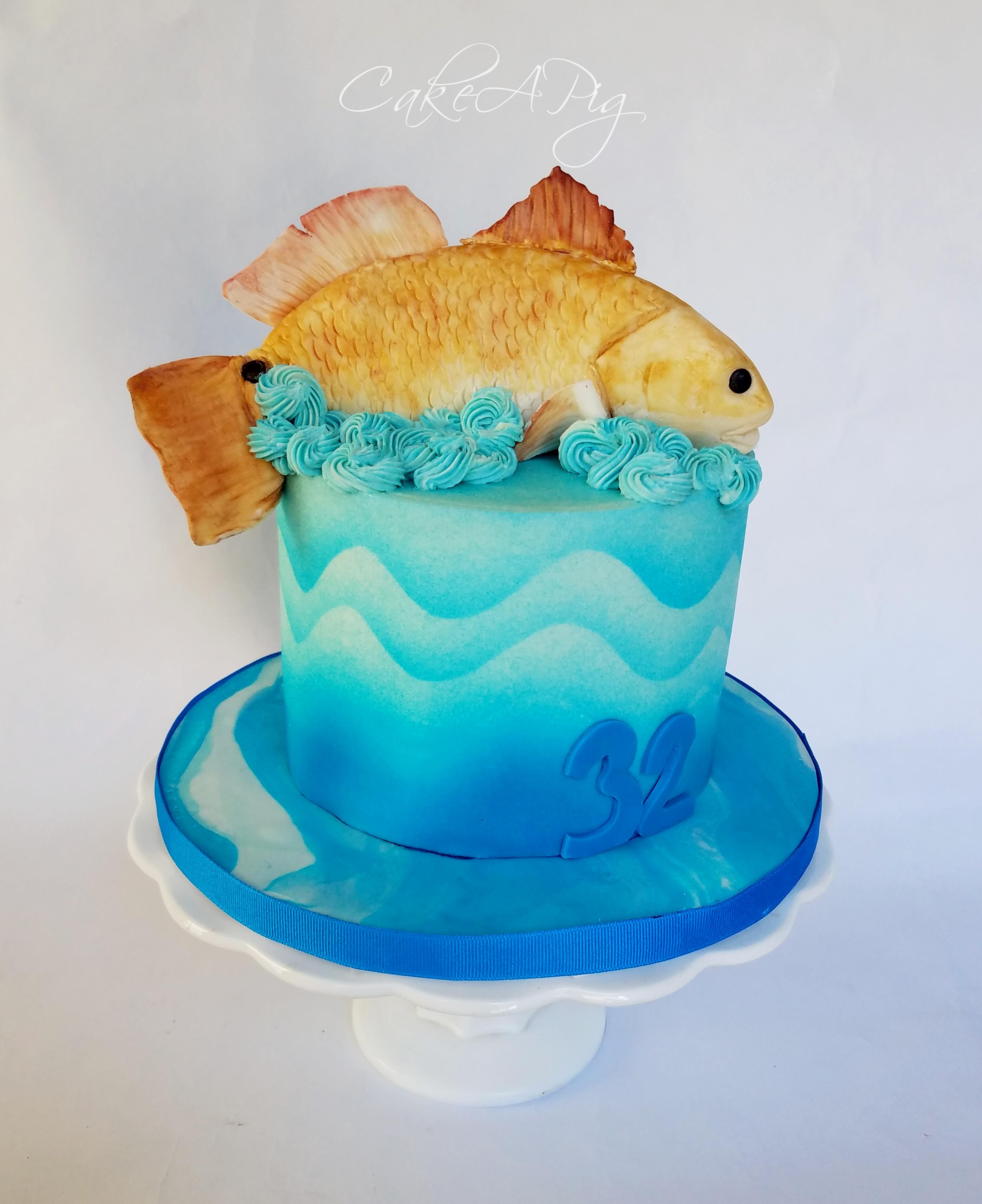 Fish topper ocean cake