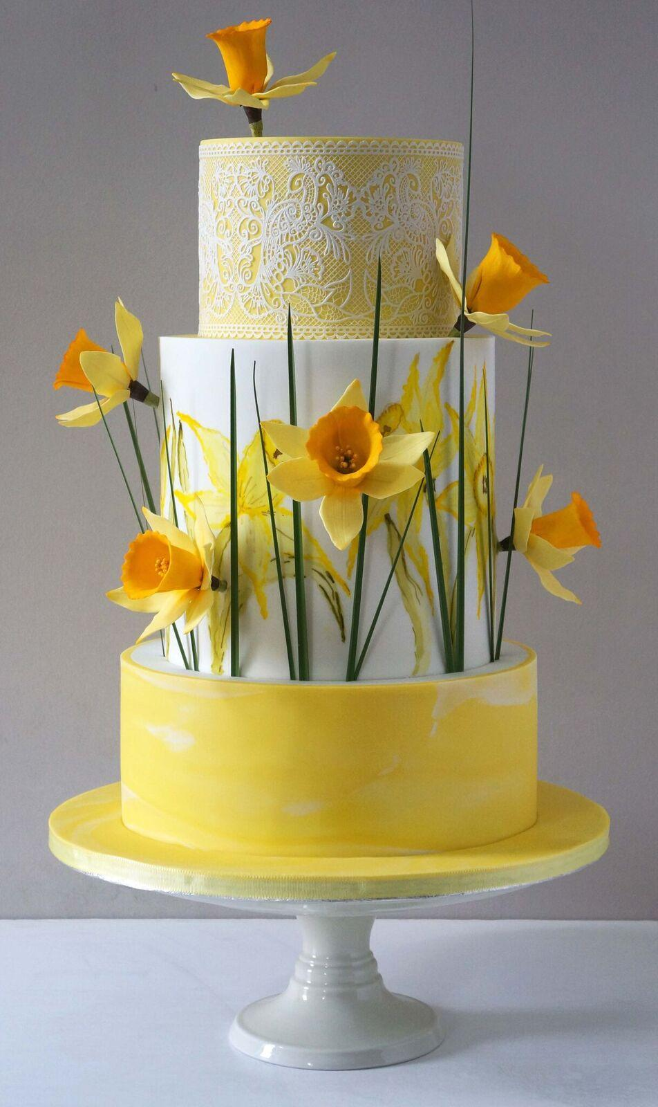 Yellow and white daffodil fondant wedding cake