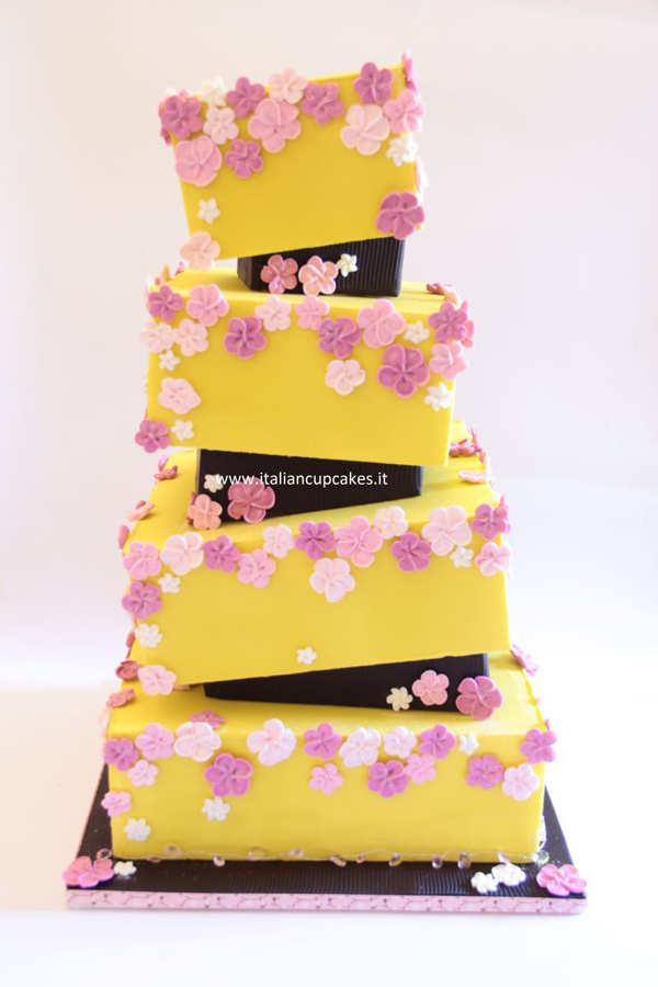 funky designed Yellow fondant Wedding cake