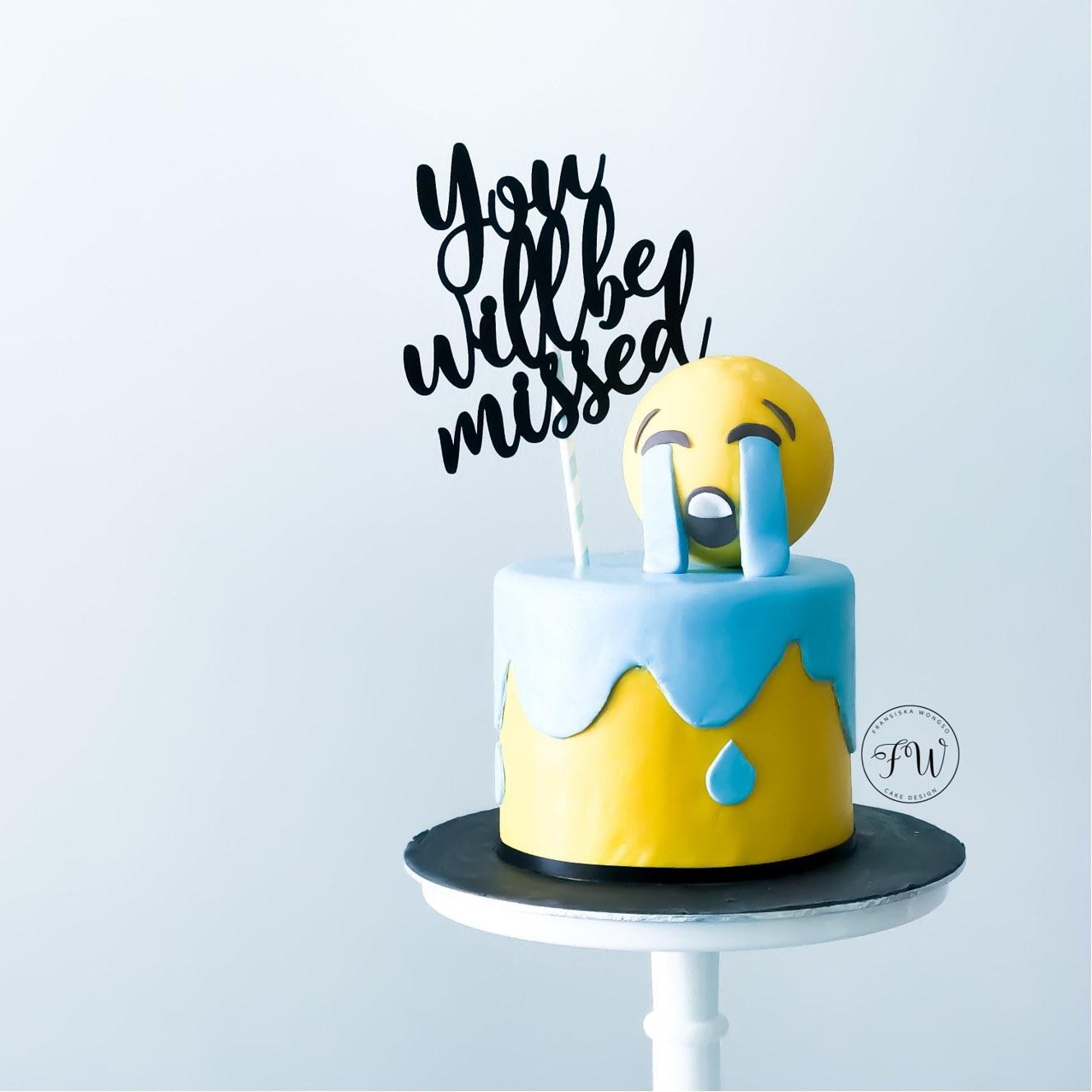 mini emojii cake