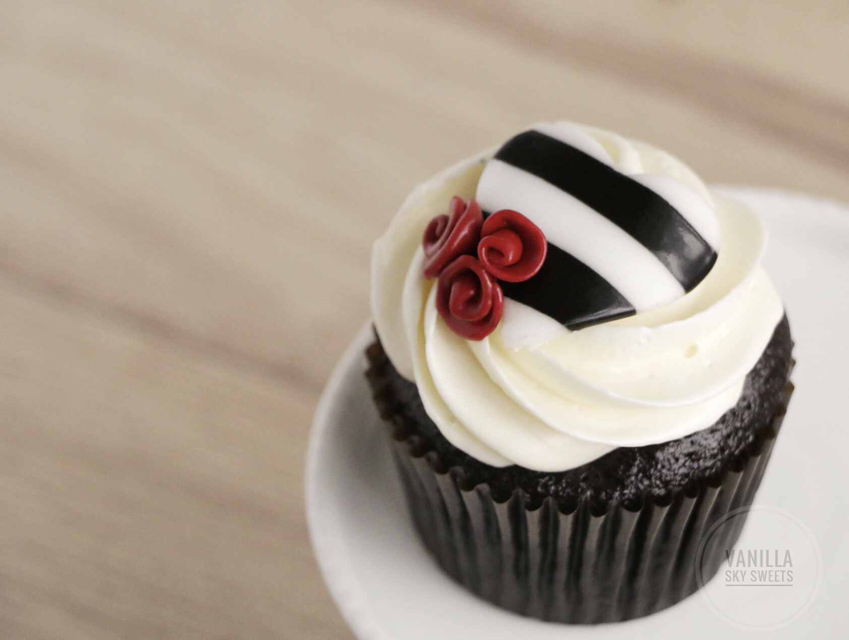Black and white cupcake topper with red roses