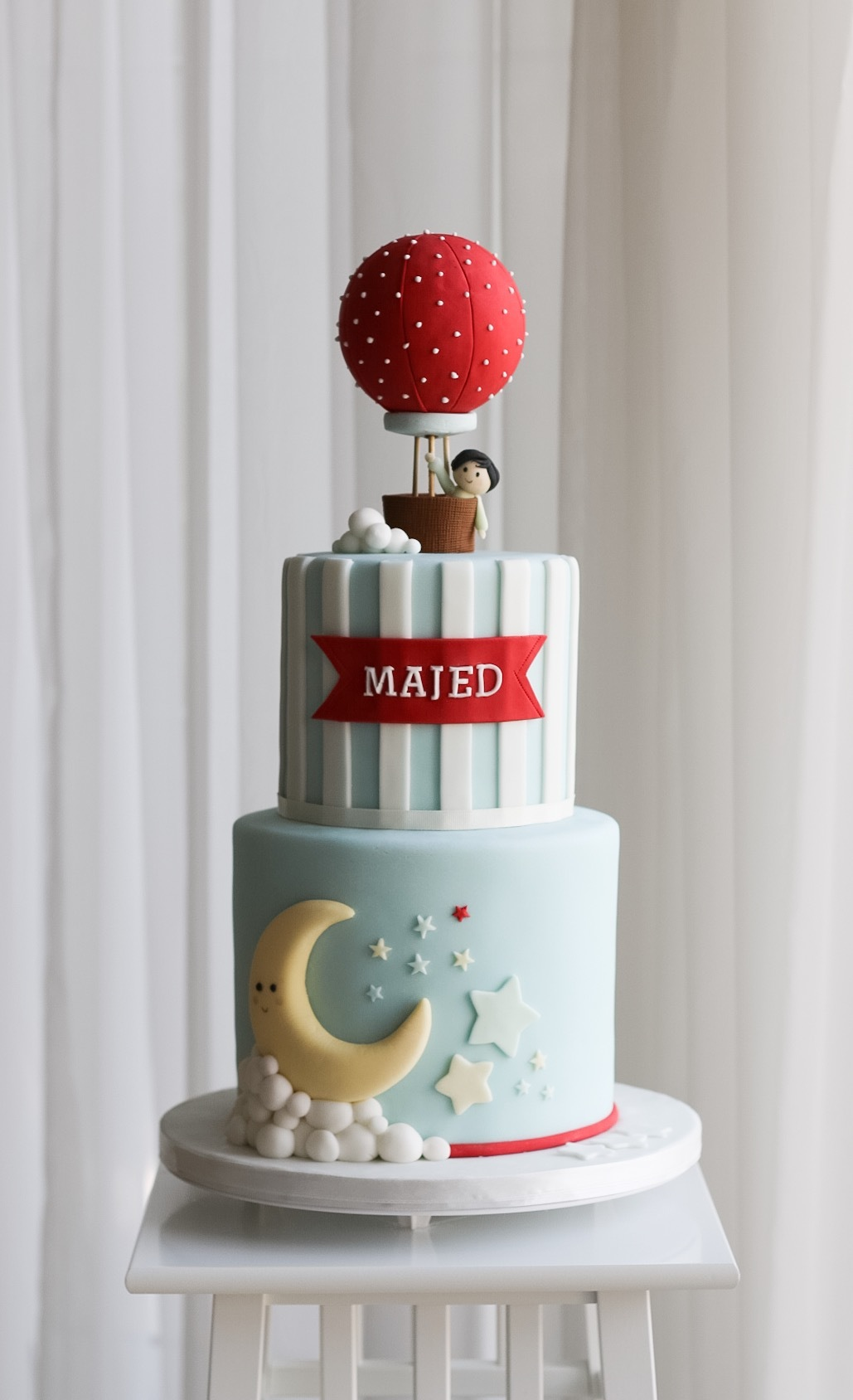 Blue and Red hot air ballon fondant cake