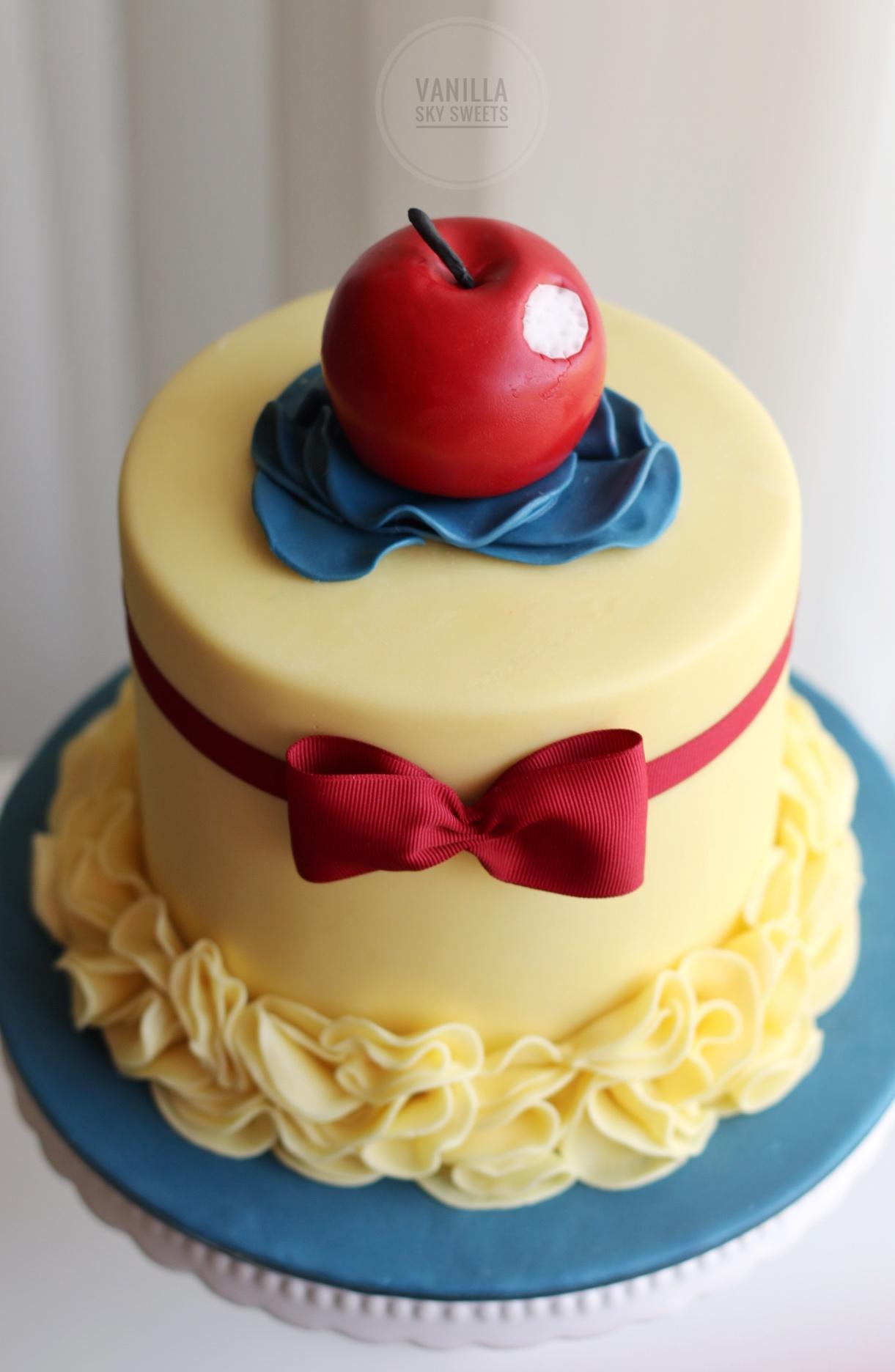 Show White themed yellow birthday cake