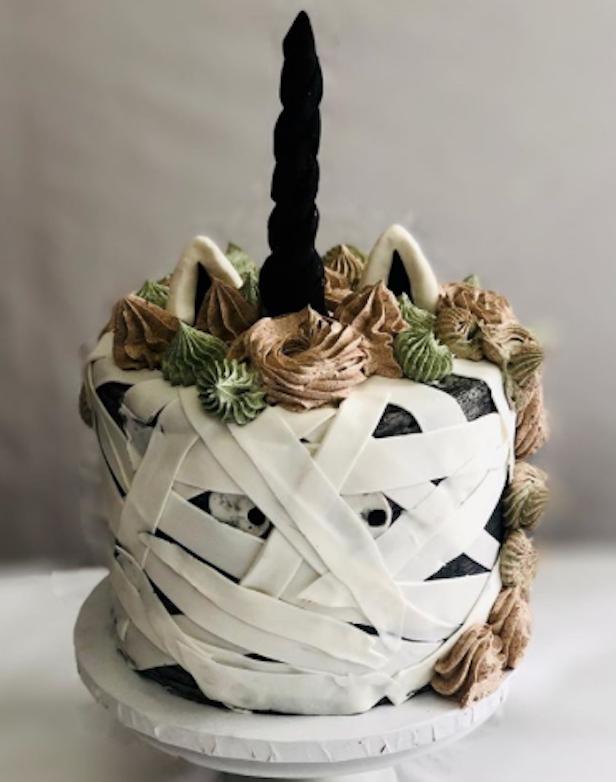 Mummy unicorn fondant cake