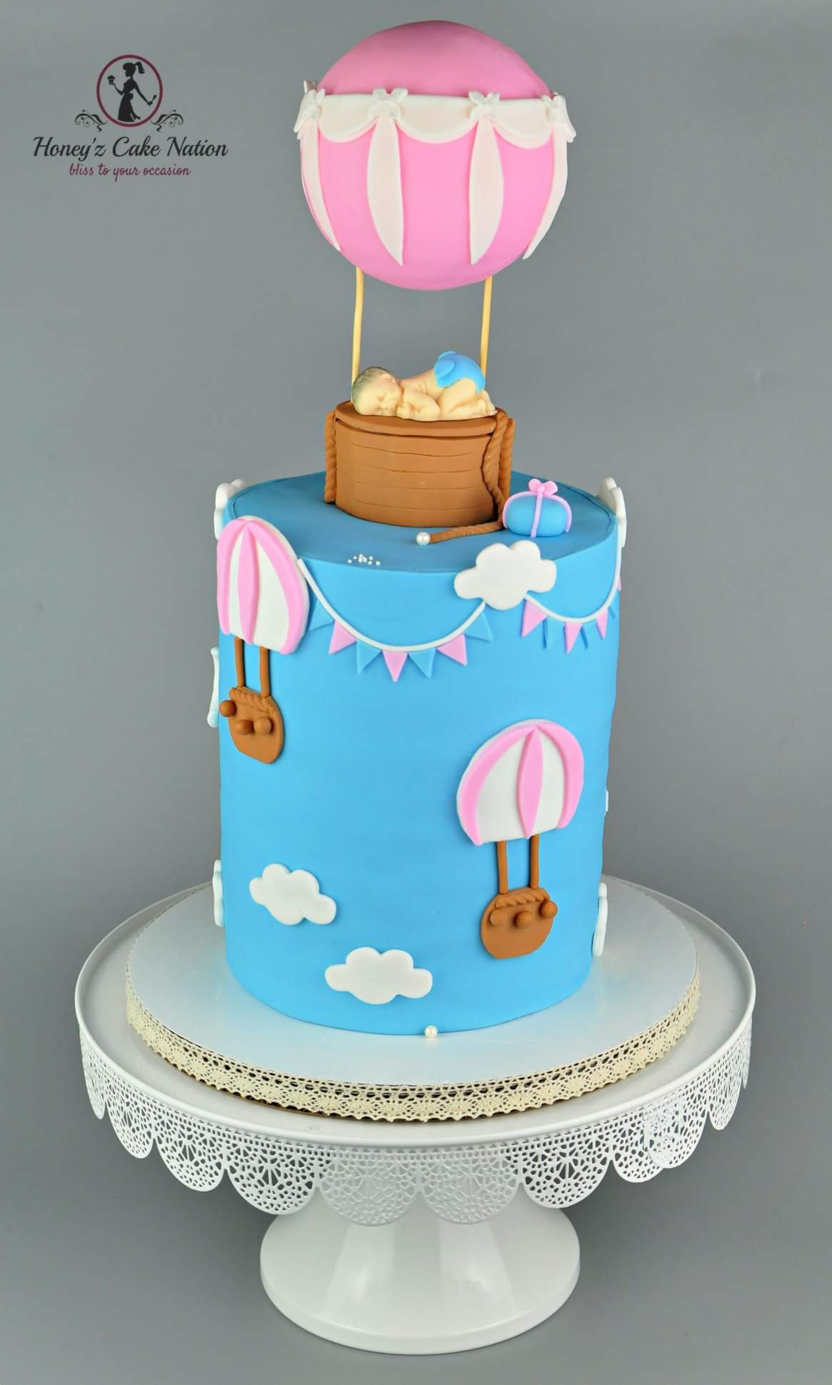 Hot air balloon baby shower fondant cake
