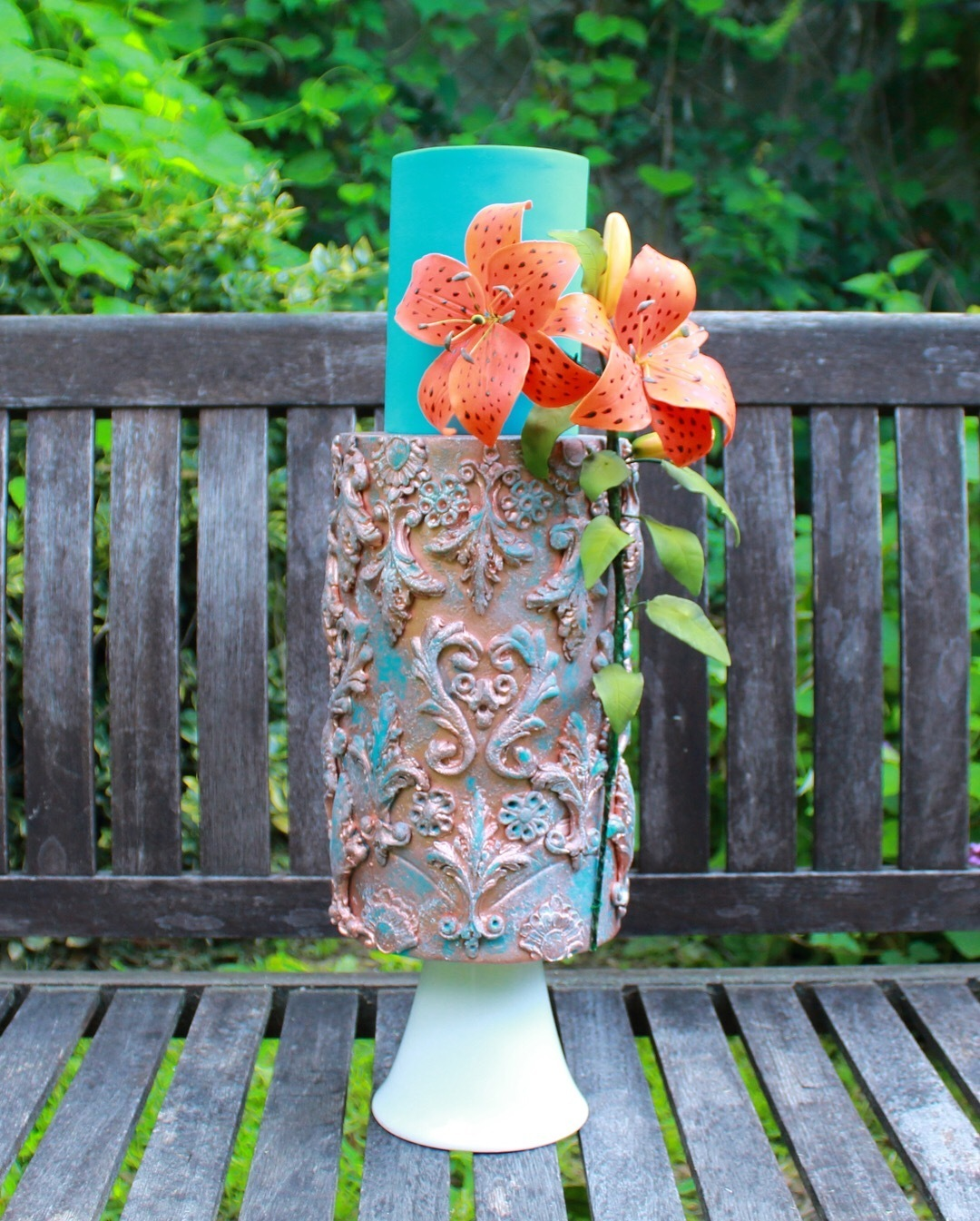 Turquoise textured wedding cake with island flower