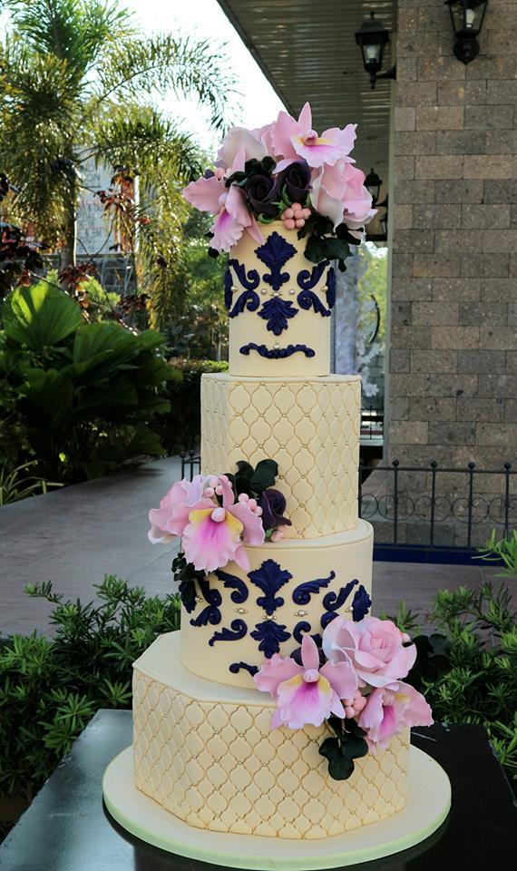 Pastel yellow wedding cake with black trim