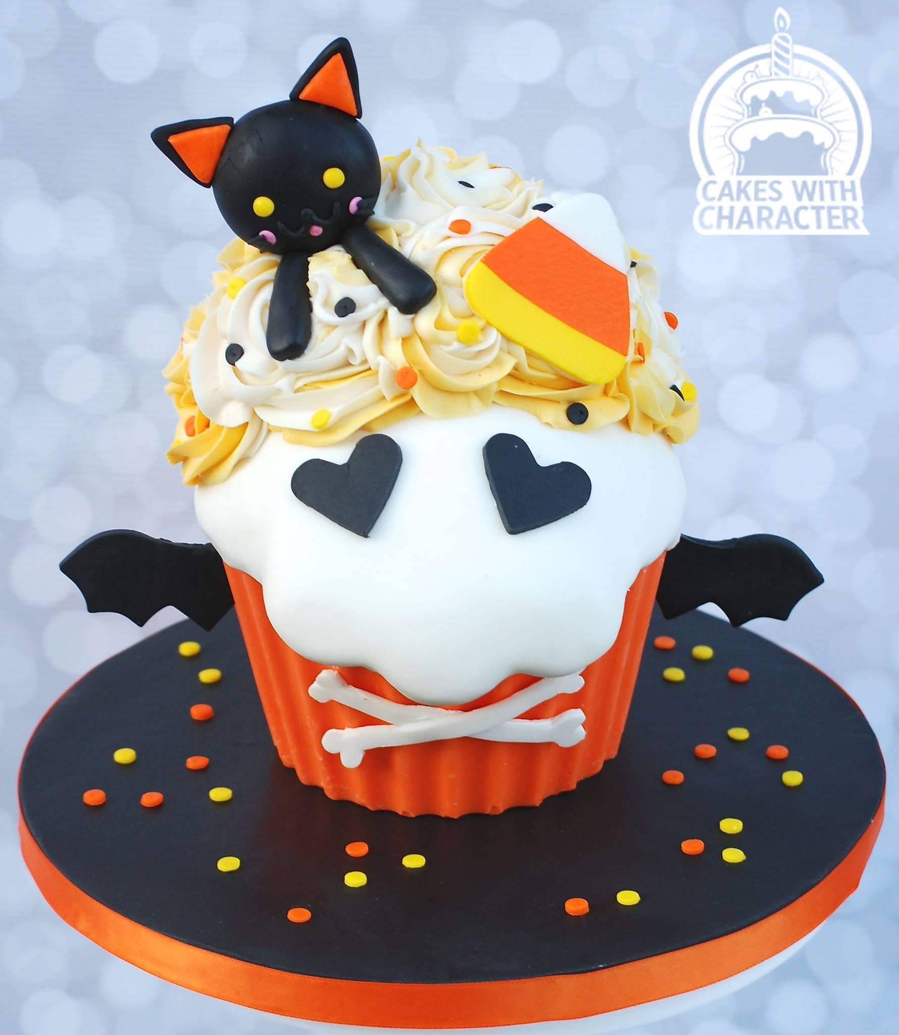 Black Cat Halloween cupcake