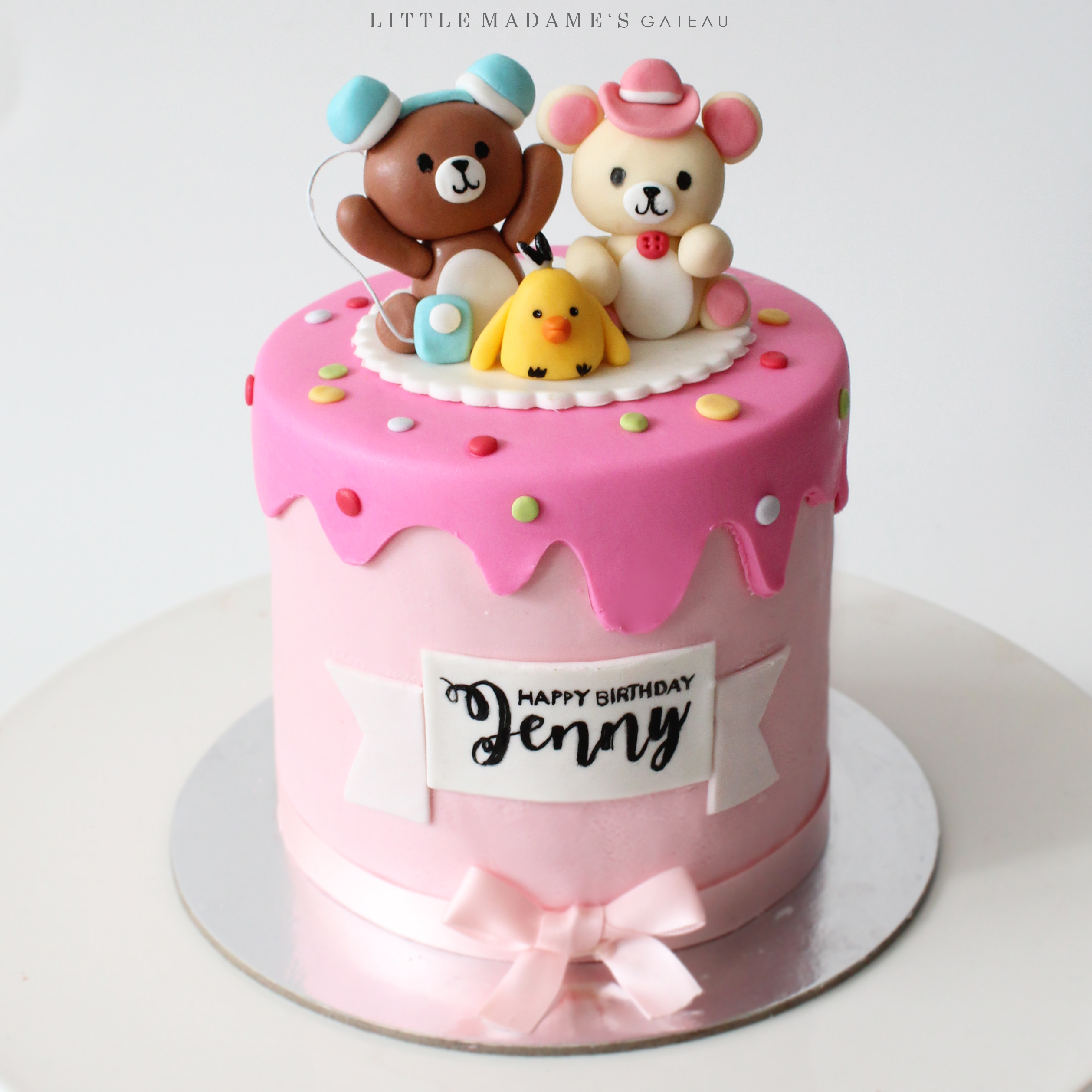 Little teddy bear fondant cake