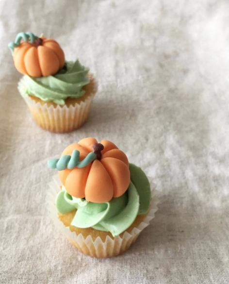 fondant Pumpkin cupcake toppers