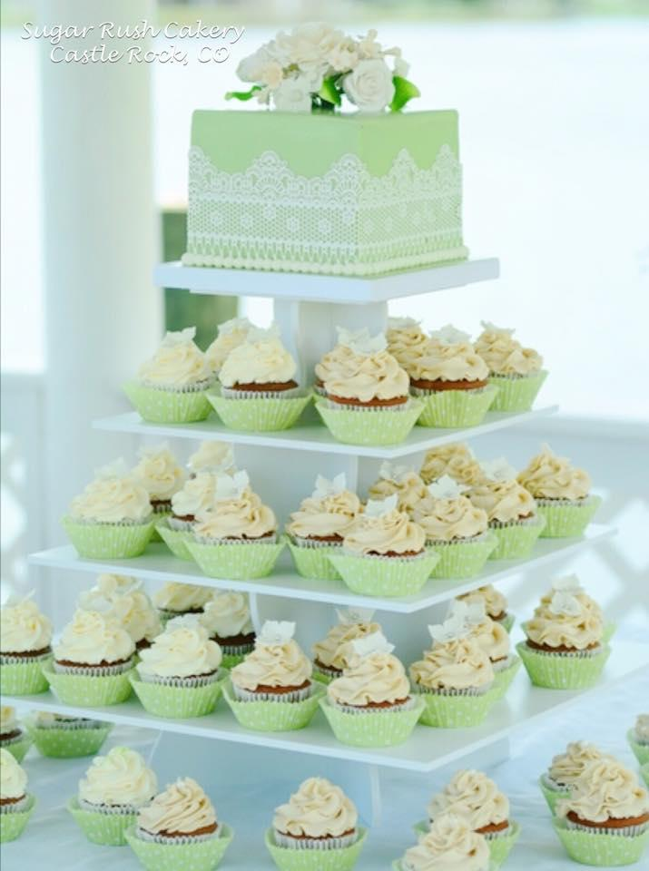 Pastel Green cake with cupcakes