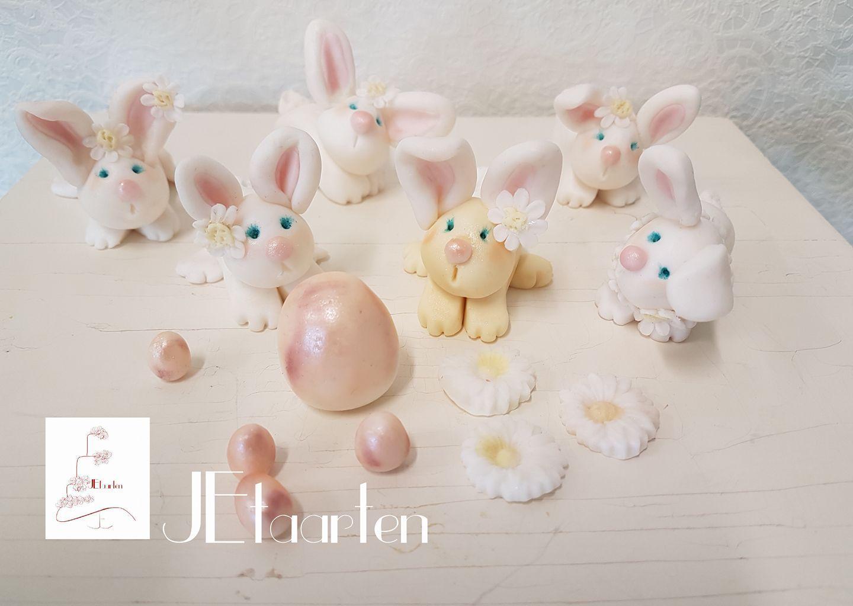 Fondant Easter Bunny figurines