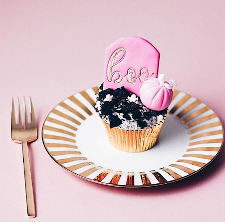 Halloween boo cupcakes