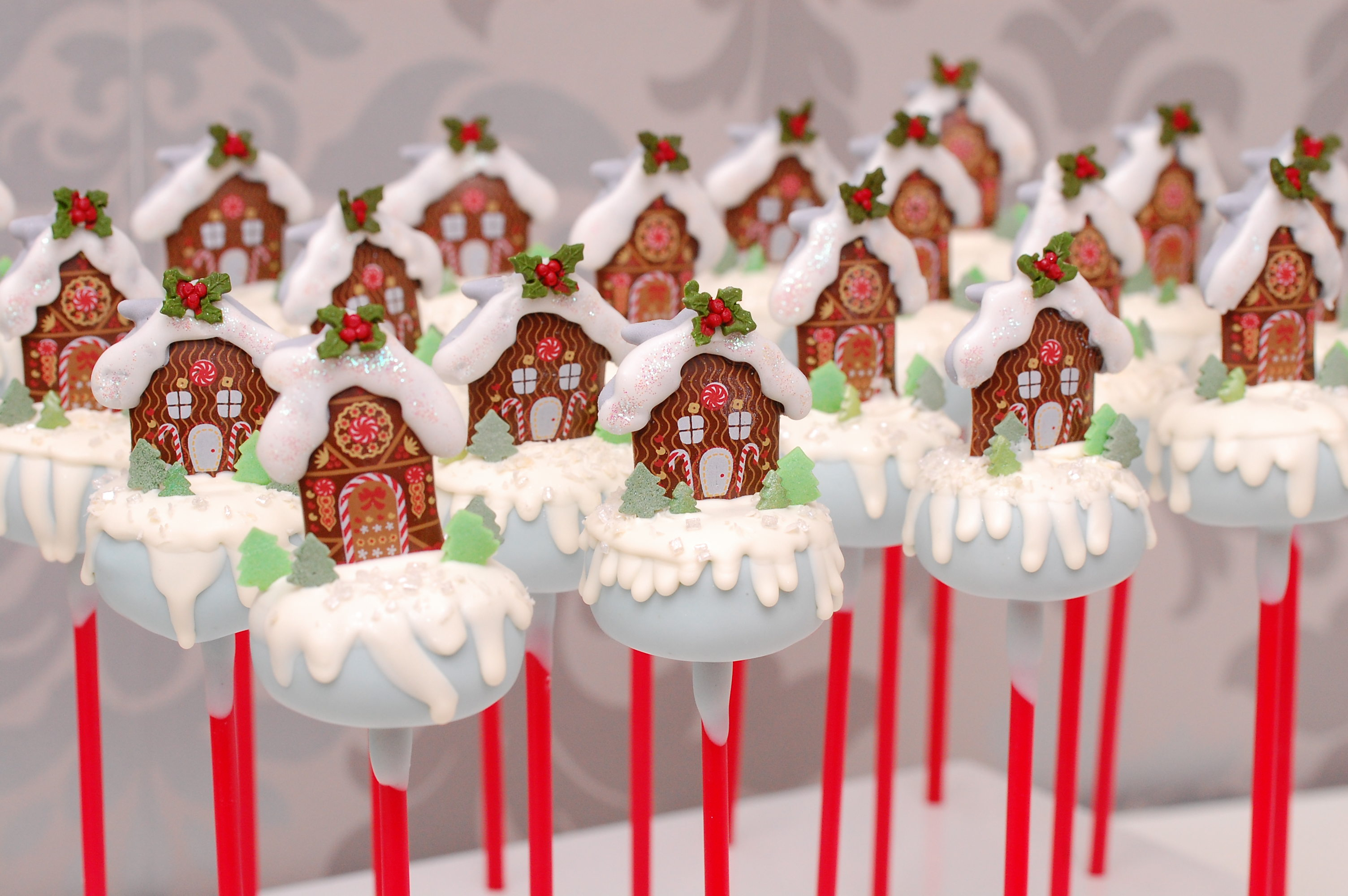 Gingerbread house cake pops decorated with fondant