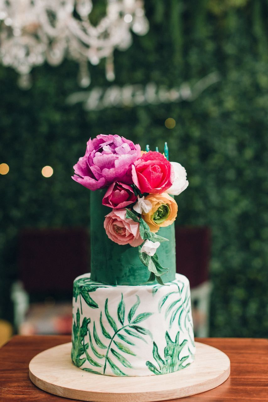 Green and white fondant palm tree wedding cake
