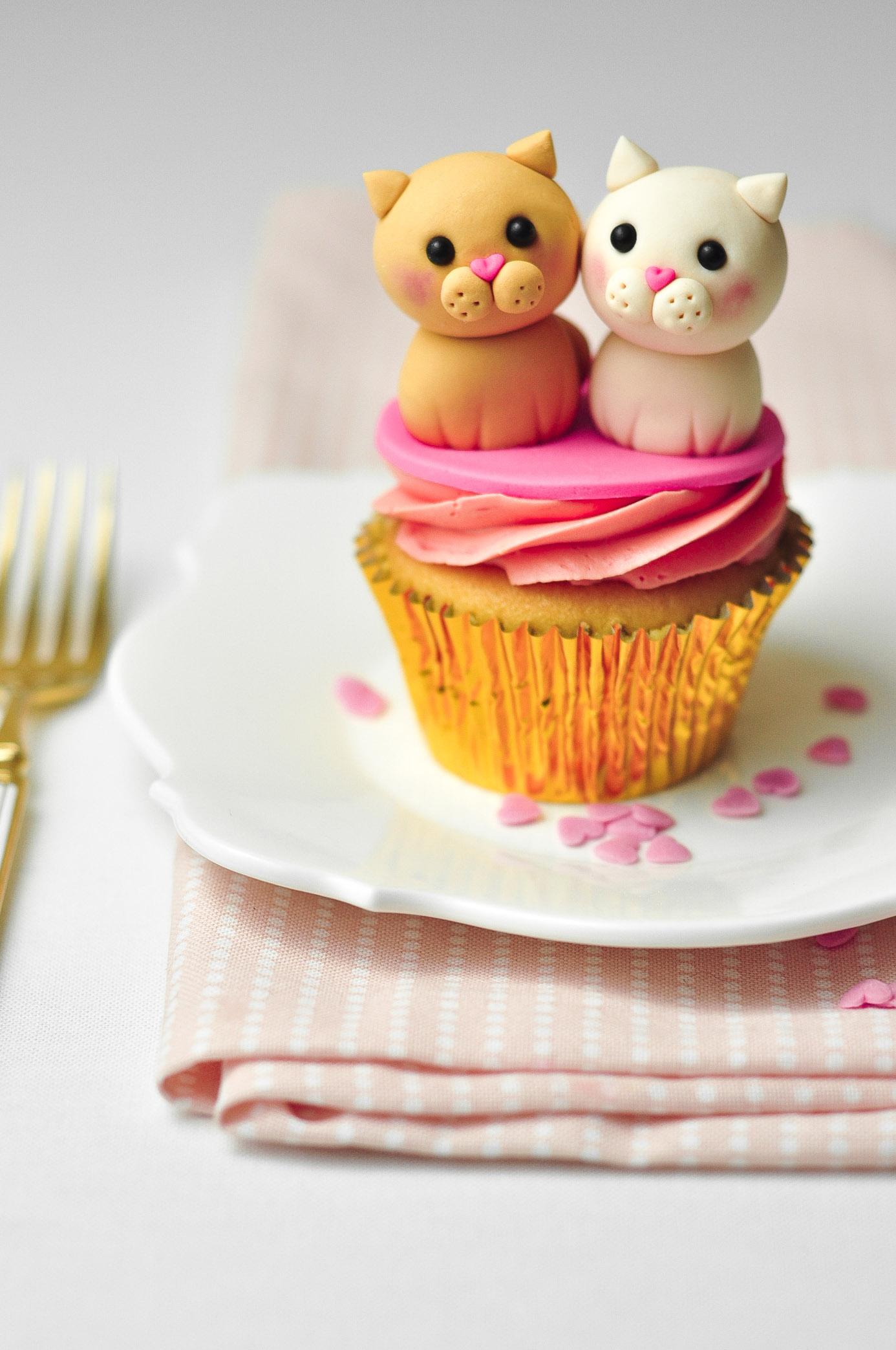 Fondant cat cupcake toppers