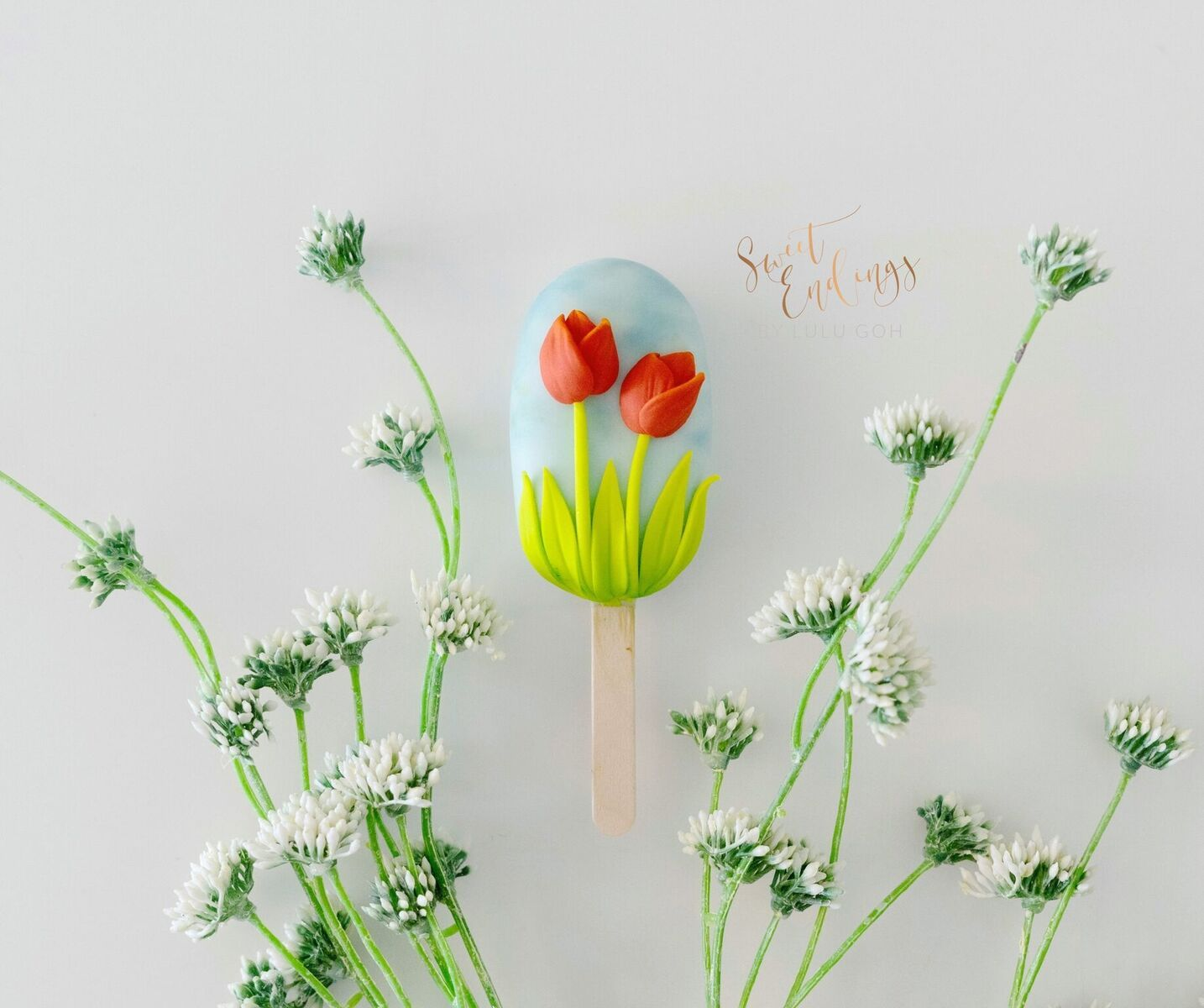 Tulip cakesicle decorated with fondant