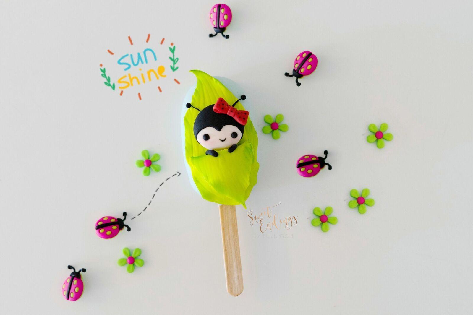 ladybug cakesicle with fondant