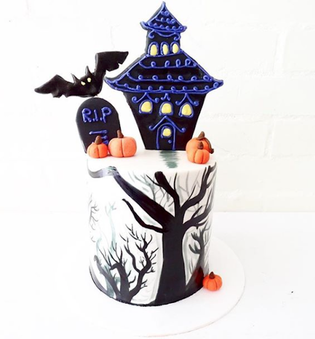 White fondant haunted house cake
