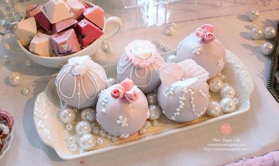 Tiny fondant cake balls