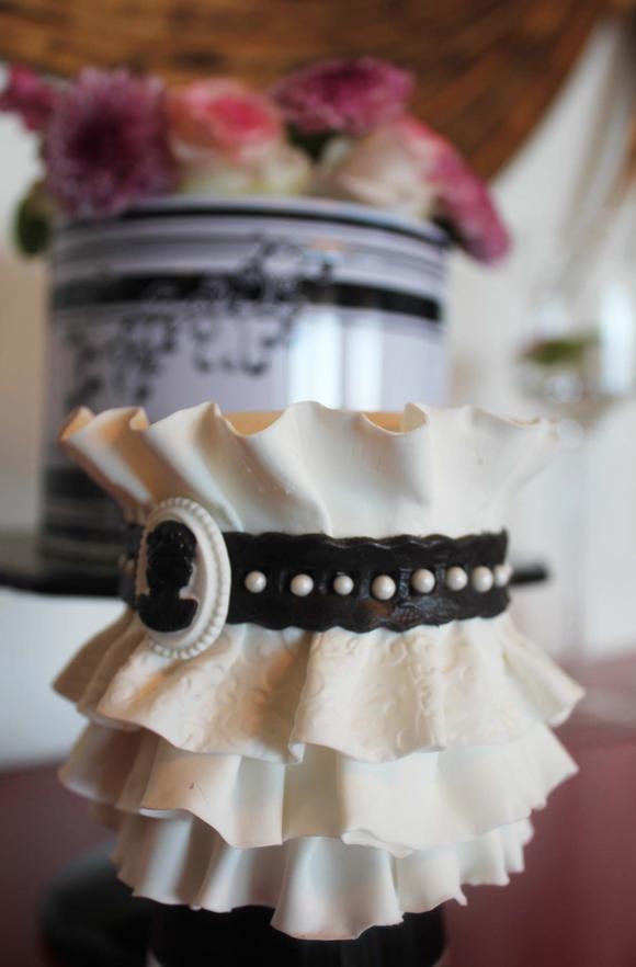 Parisian Belt Ruffle fondant Cake