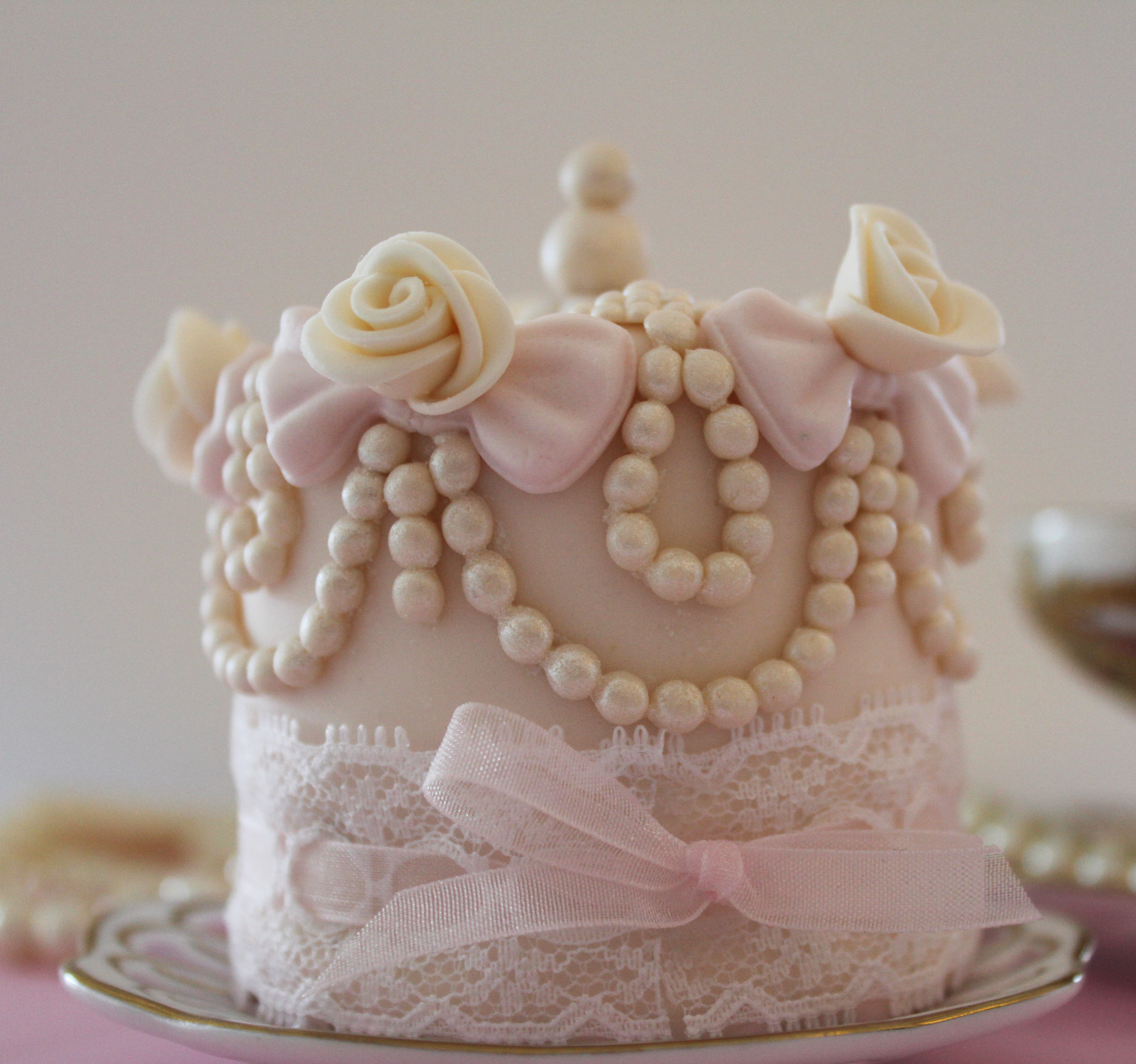 Mini pink cake with sugar pearls