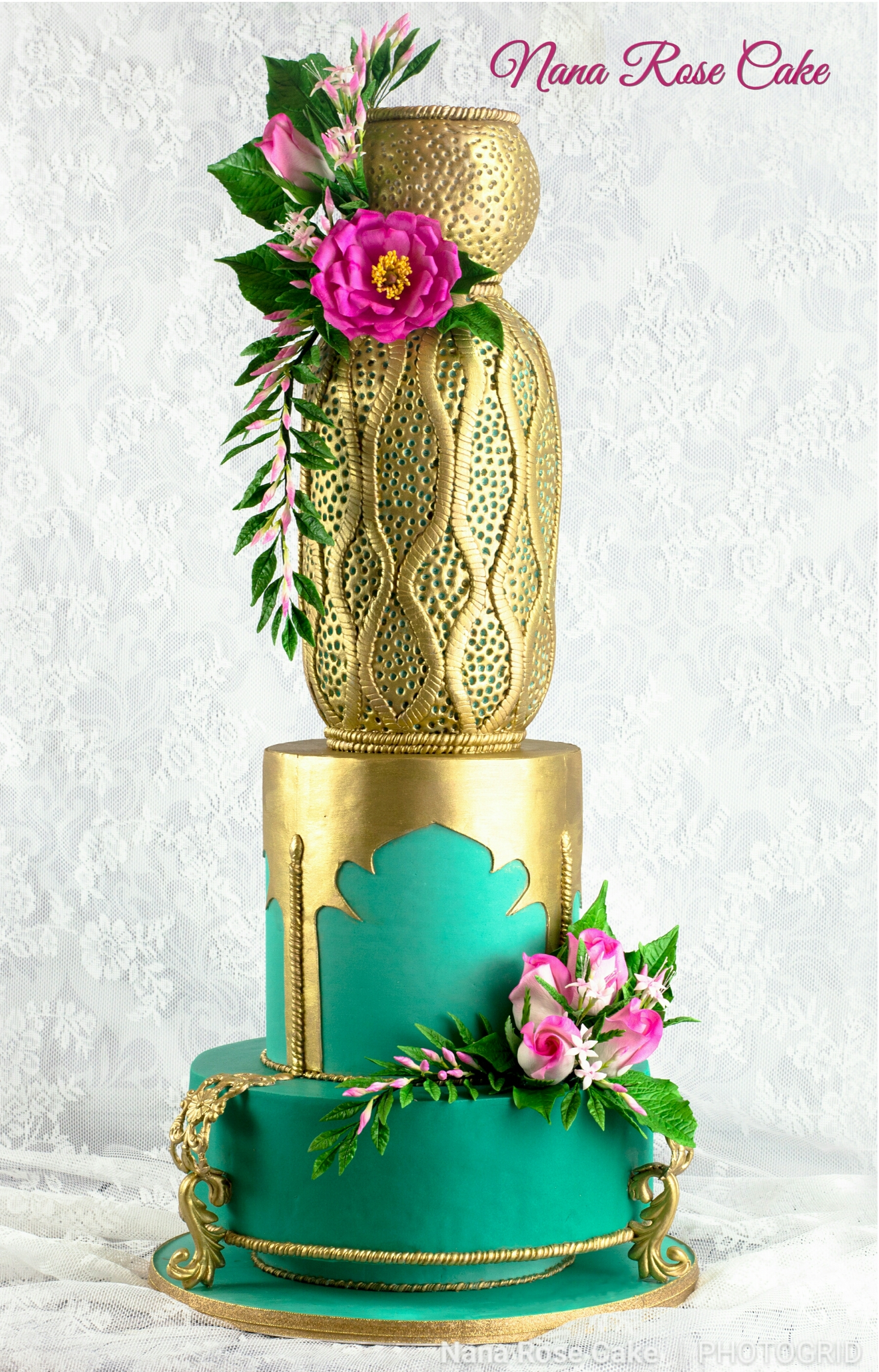 Forest Green and gold lantern themed wedding cake