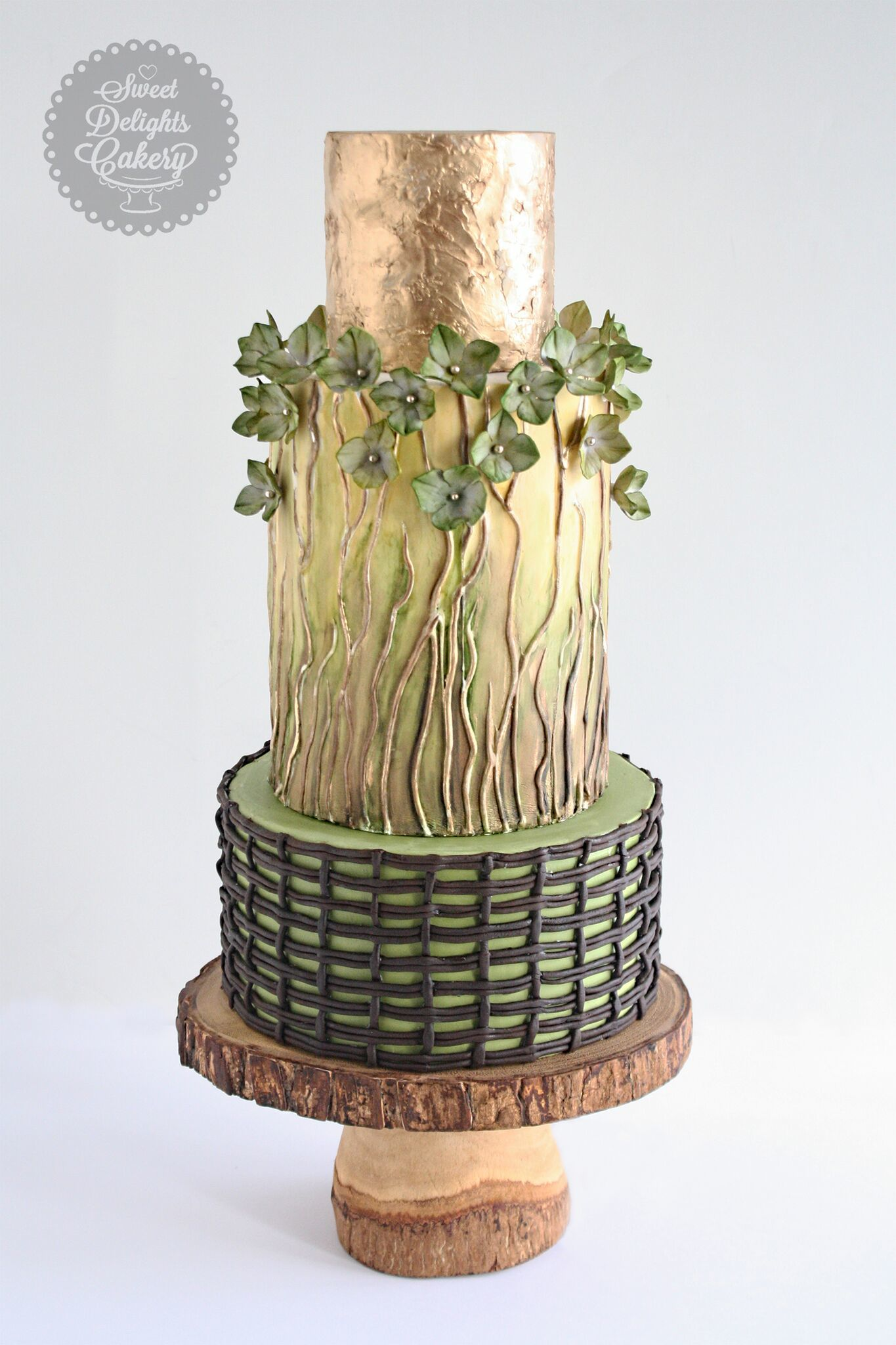 Gold with Green fondant wedding cake