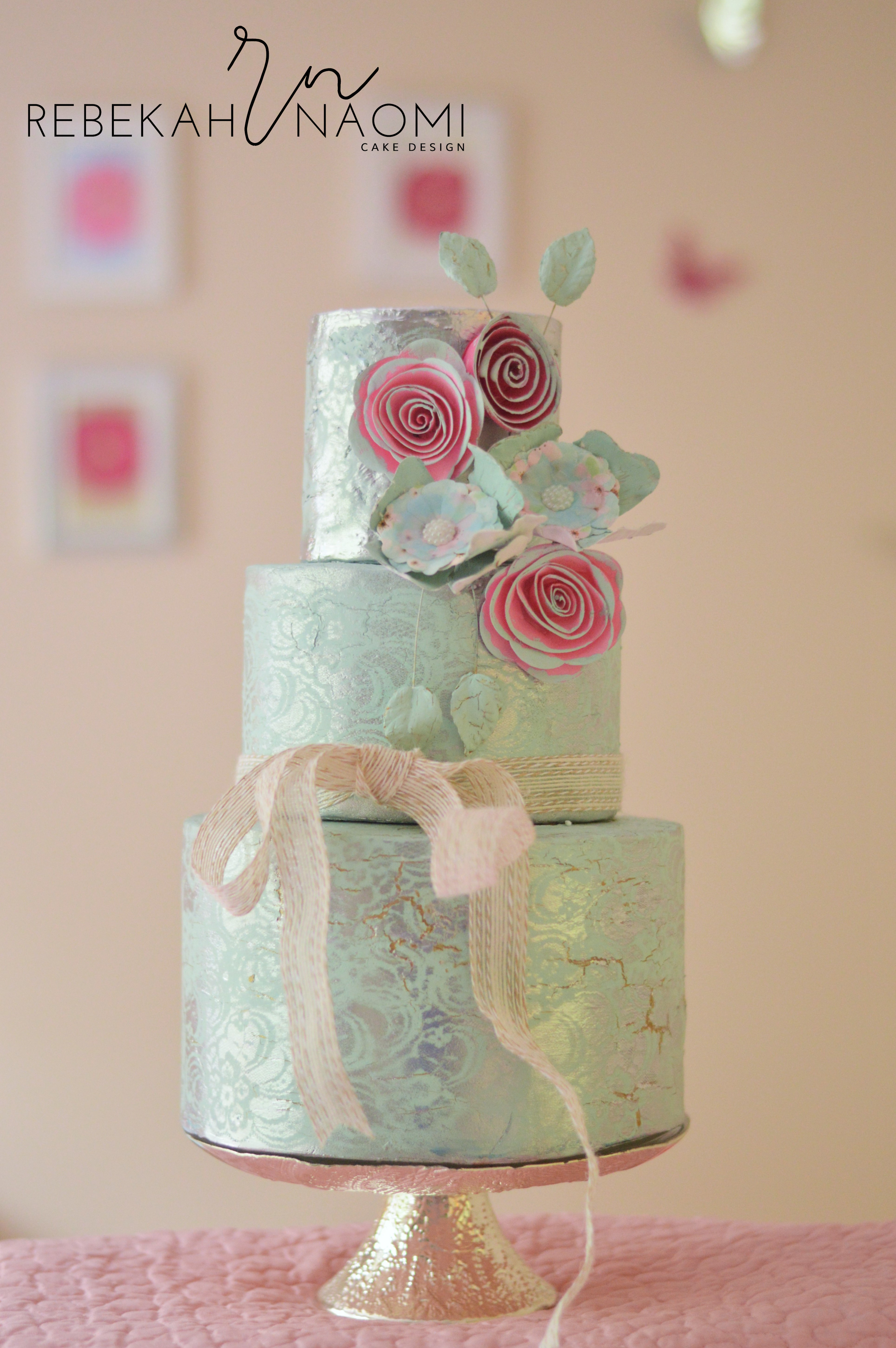 Pastel green with Metallic wedding cake