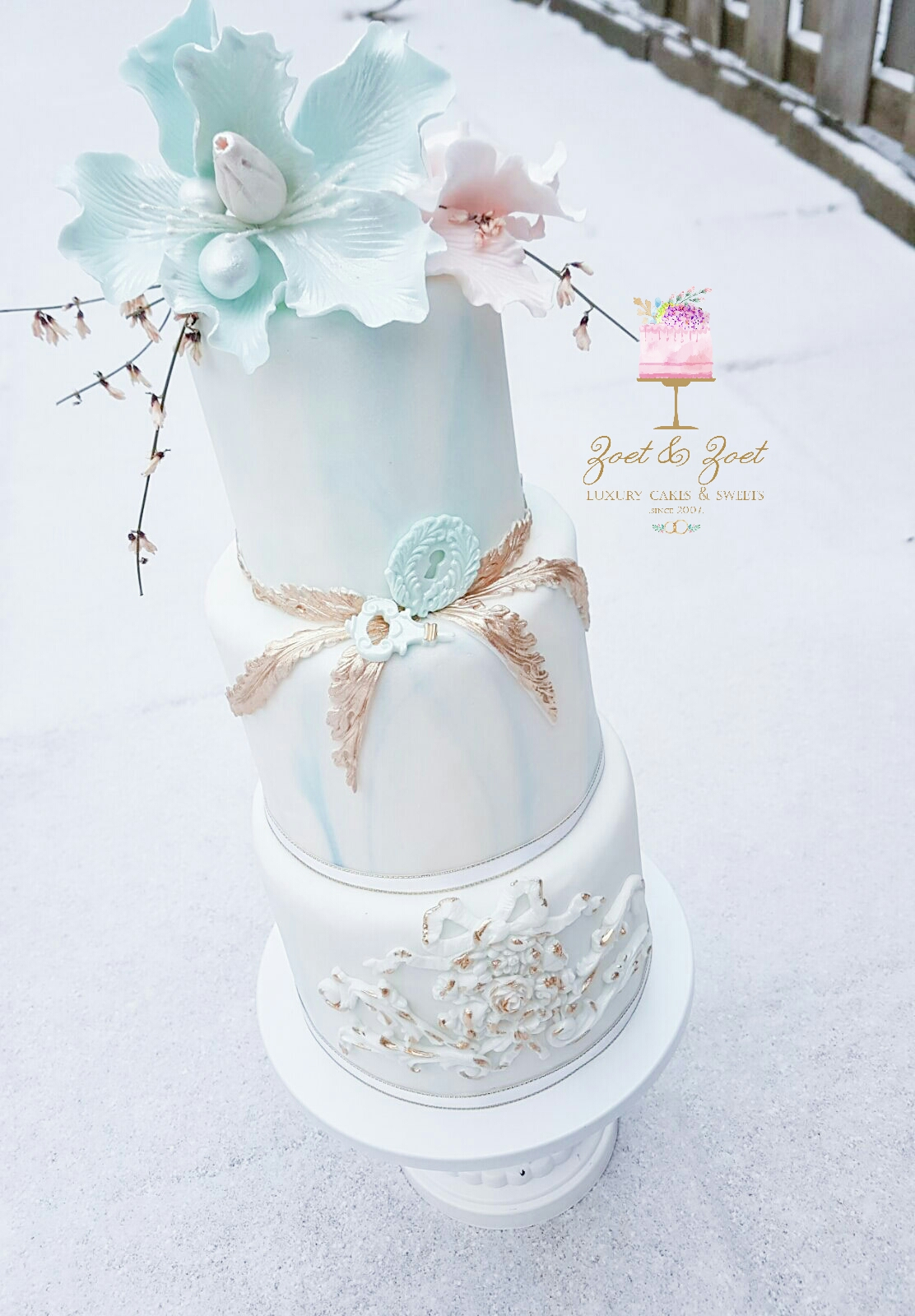 Blue and white marble victorian wedding with sugar flowers