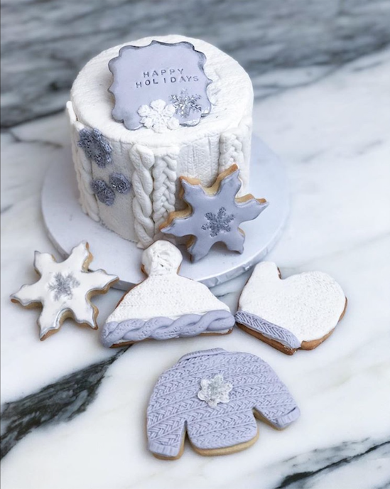 Winter hat and mittens fondant cookies